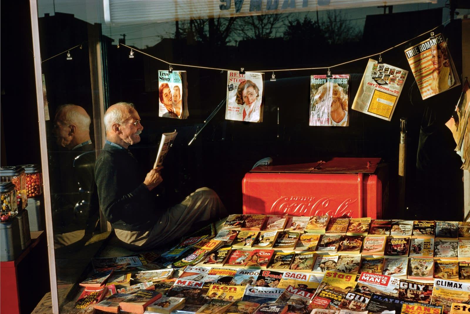 Fred Herzog Magazine Man Tirage pigmentaire sur papier archive 30,5 x 46 cm Dim. papier: 35,5 x 50,5 cm
