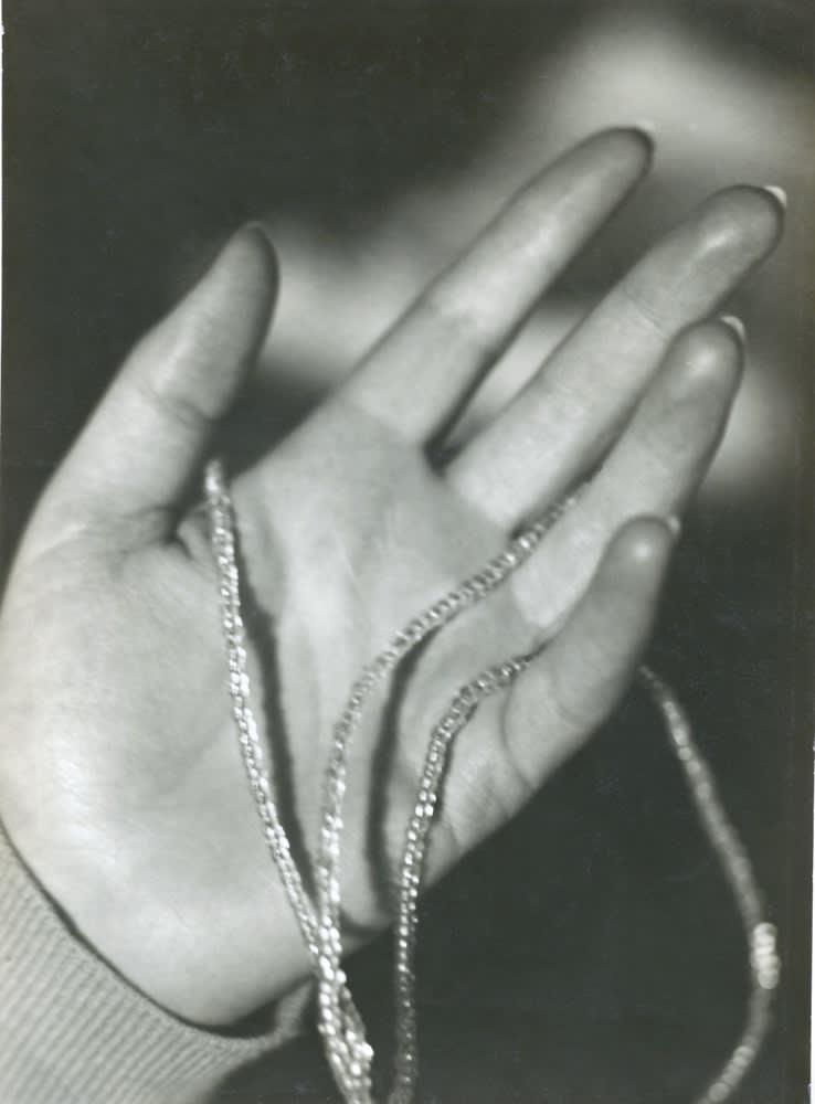 Germaine Krull, Collier de Lakhovsky, 1925-1926