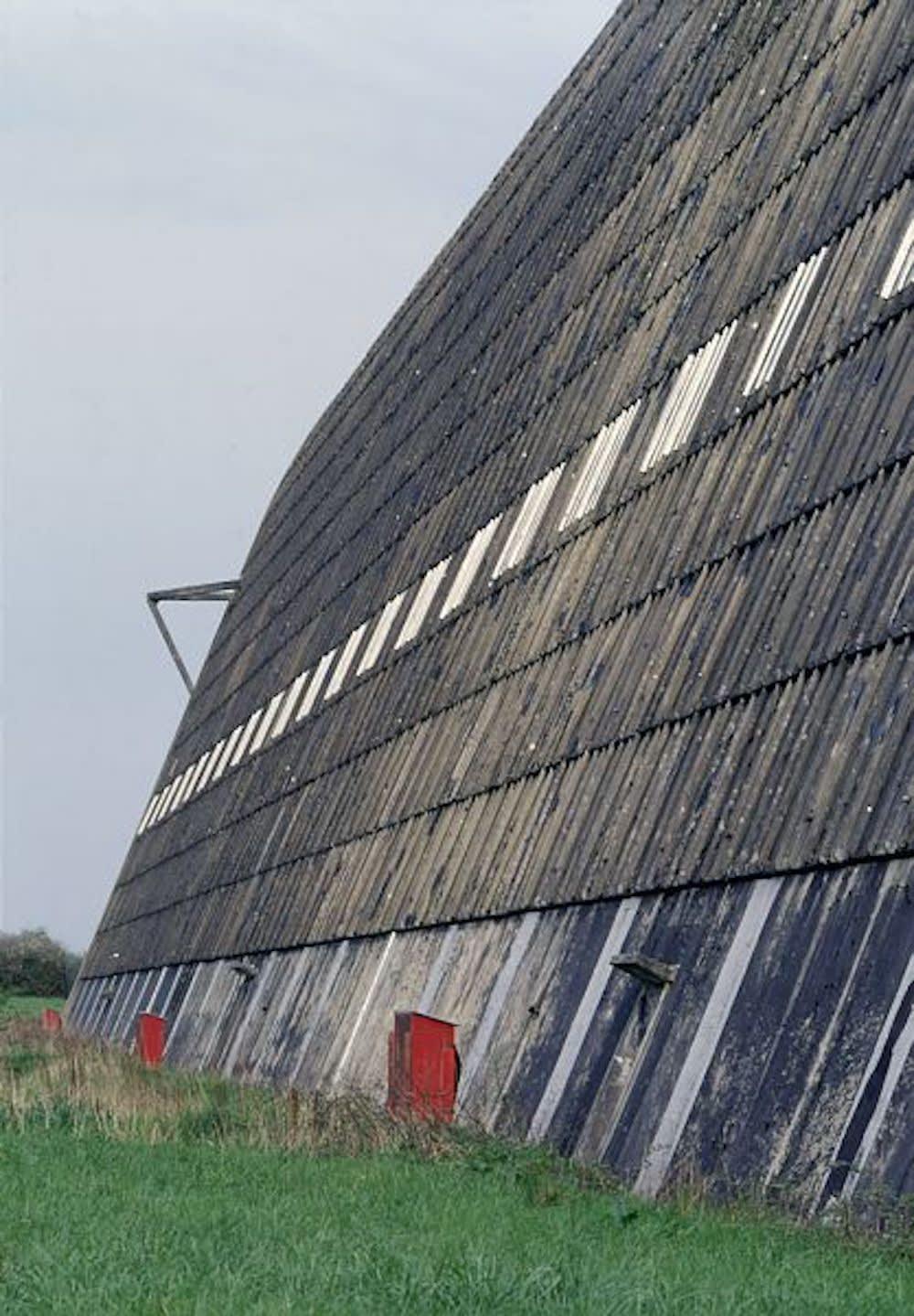 Georges Fessy Le hangar à dirigeables, Ecausseville Tirage argentique sur papier Kodak Endura Dim. papier: 80 x 100 cm