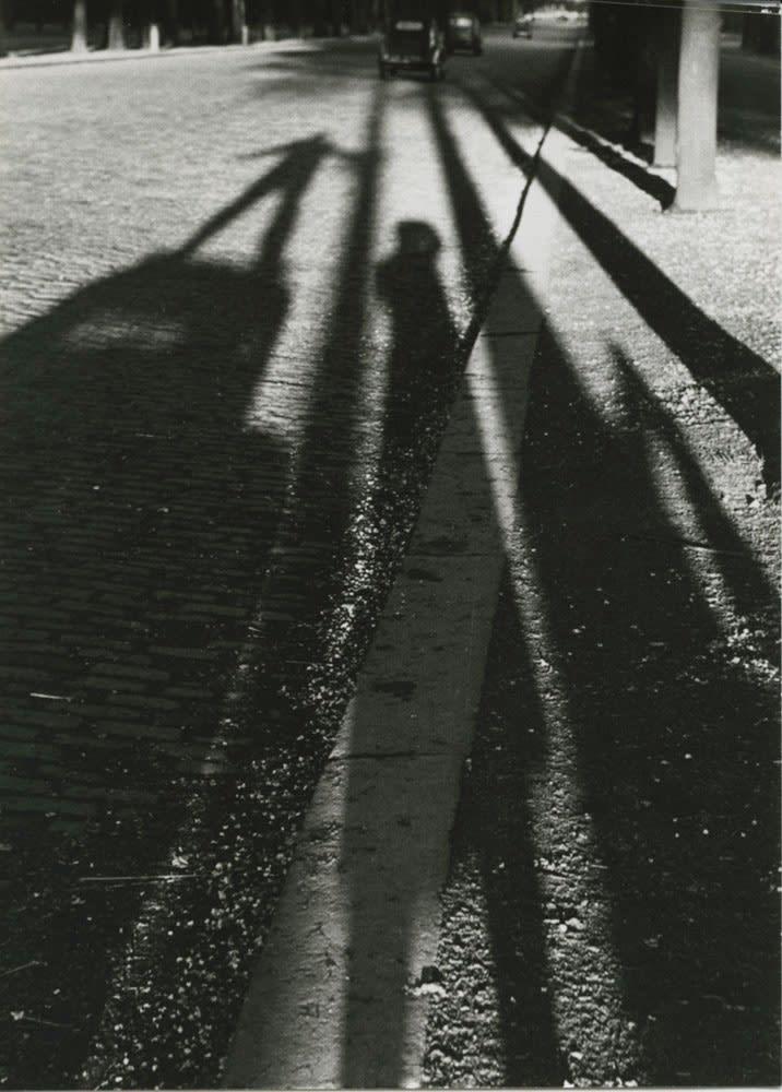 Sabine Weiss Paris Tirage gélatino-argentique d'époque réalisé par l'artiste 14,5 x 20 cm Dim. papier: 14,5 x 20 cm