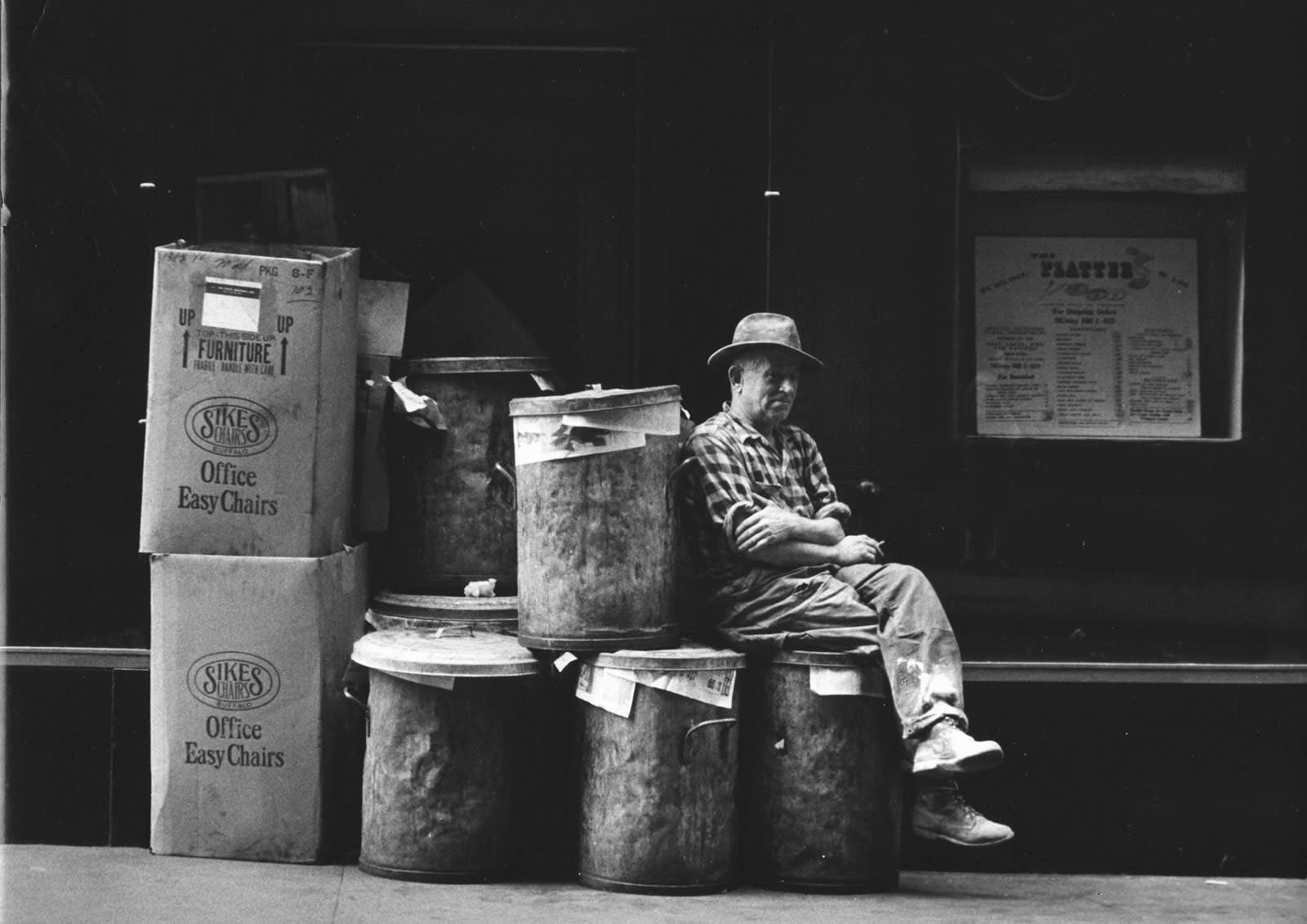 Sabine Weiss New York Tirage gélatino-argentique d'époque réalisé par l'artiste 22,1 x 28,6 cm Dim. papier: 22,1 x 28,6 cm