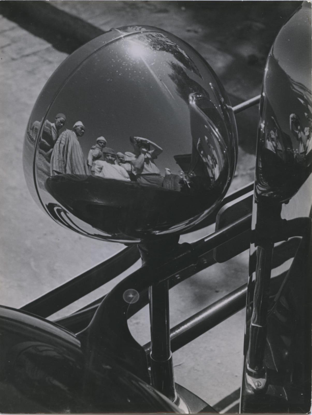 André Steiner Réflections dans un phare, Maroc Tirage gélatino-argentique d'époque 24,1 x 18,2 cm Dim. papier: 24,1 x 18,2 cm