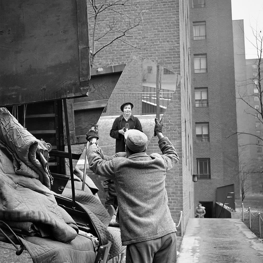 Vivian Maier Self-portrait, February Tirage gélatino-argentique, posthume 30,5 x 30,5 cm Dim. papier: 50,8 x 40,6 cm
