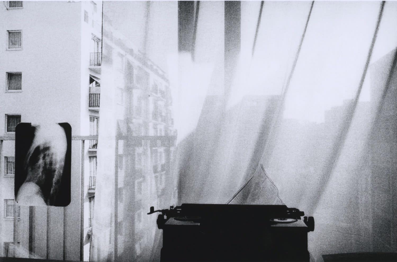 Hervé Guibert Machine radio, Vaugirard Tirage gélatino-argentique d'époque 14,7 x 22,5 cm Dim. papier: 23,6 x 30,3 cm