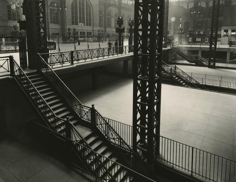 Berenice Abbott Pennsylvania Station Interior, New York Tirage gélatino-argentique postérieur 34 x 26,7 cm Dim. papier: 50,8 x 40,8 cm