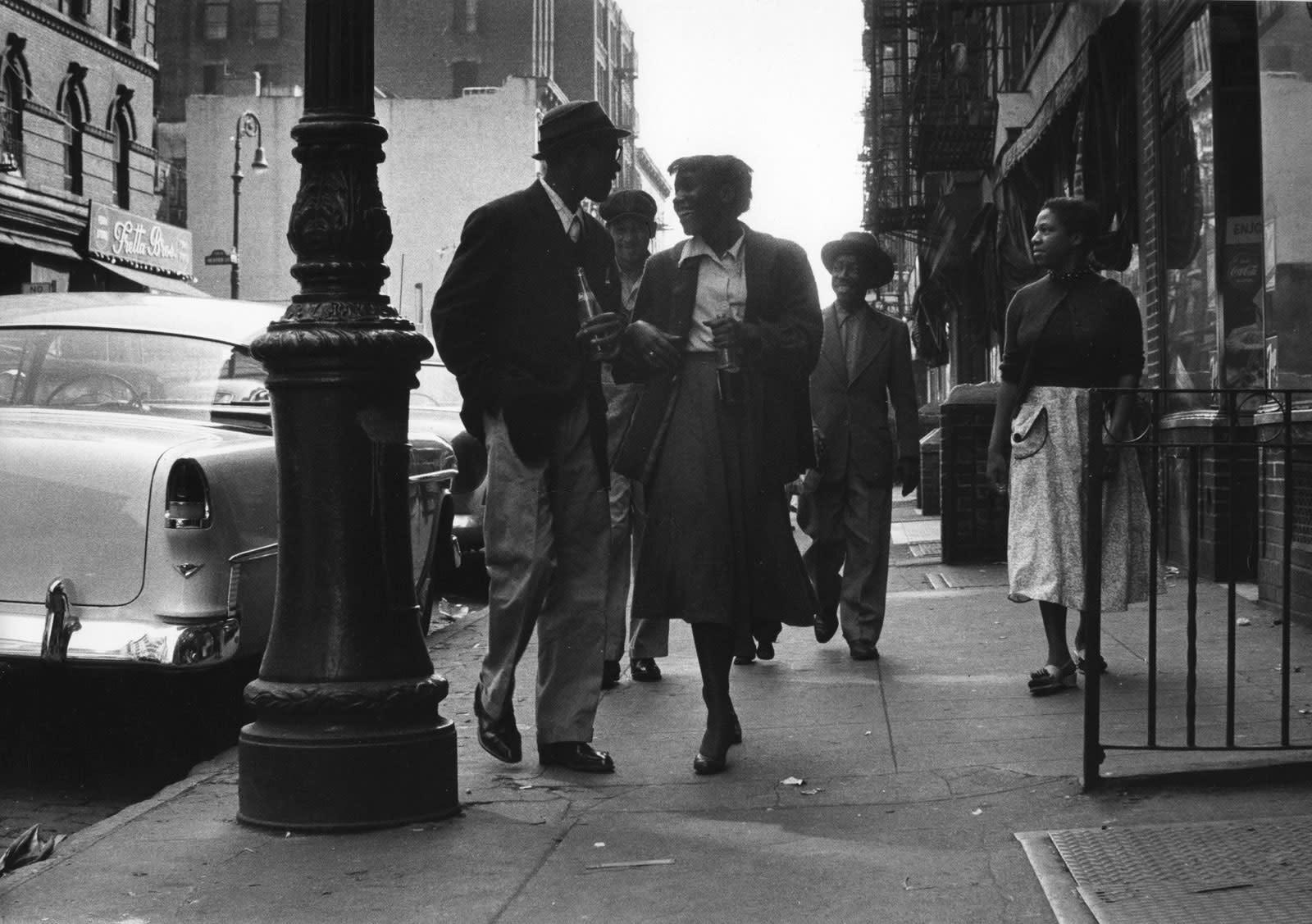 Sabine Weiss Lower East Side, New York Tirage gélatino-argentique d'époque réalisé par l'artiste 20,1 x 29,5 cm Dim. papier: 20,1 x 29,5 cm