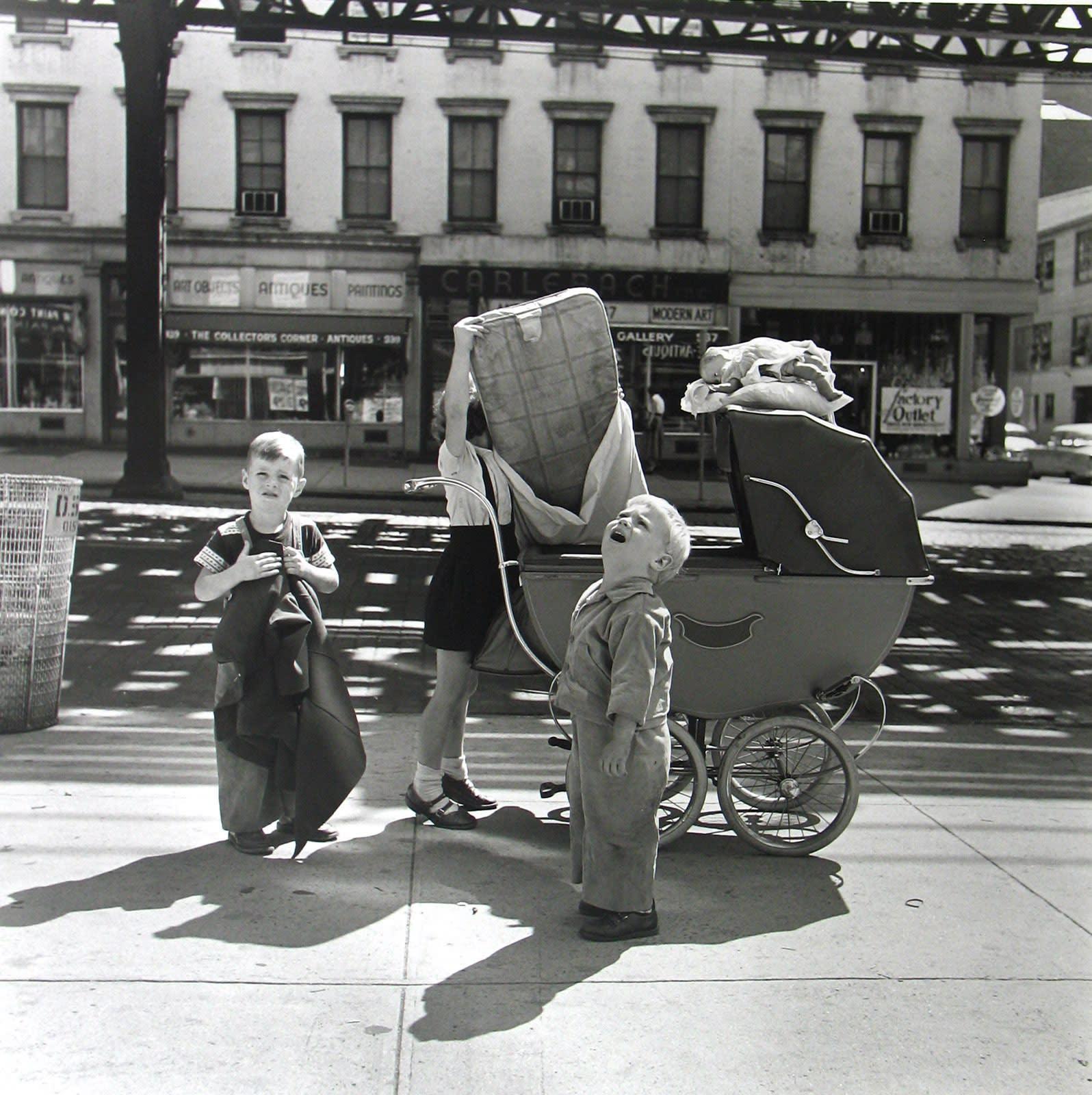 Vivian Maier New York, NY, September Tirage gélatino-argentique, posthume 30 x 30 cm Dim. papier: 40 x 50 cm