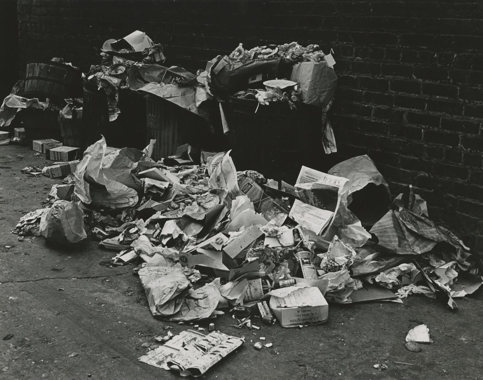 Marvin E. Newman, Garbage, Southside, Chicago, 1951
