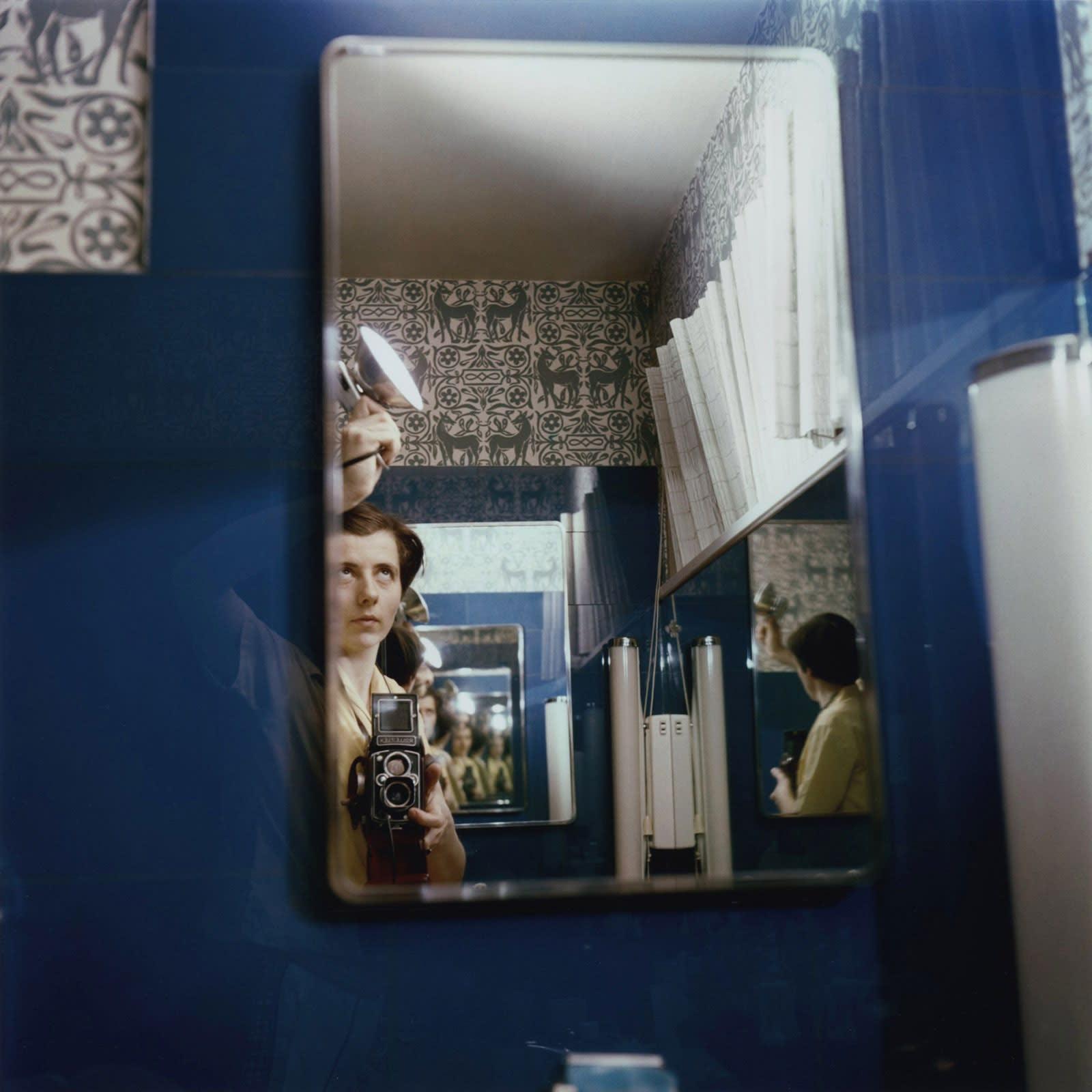 Vivian Maier Self-portrait Tirage chromogène, posthume 30 x 30 cm Dim. papier: 40 x 50 cm