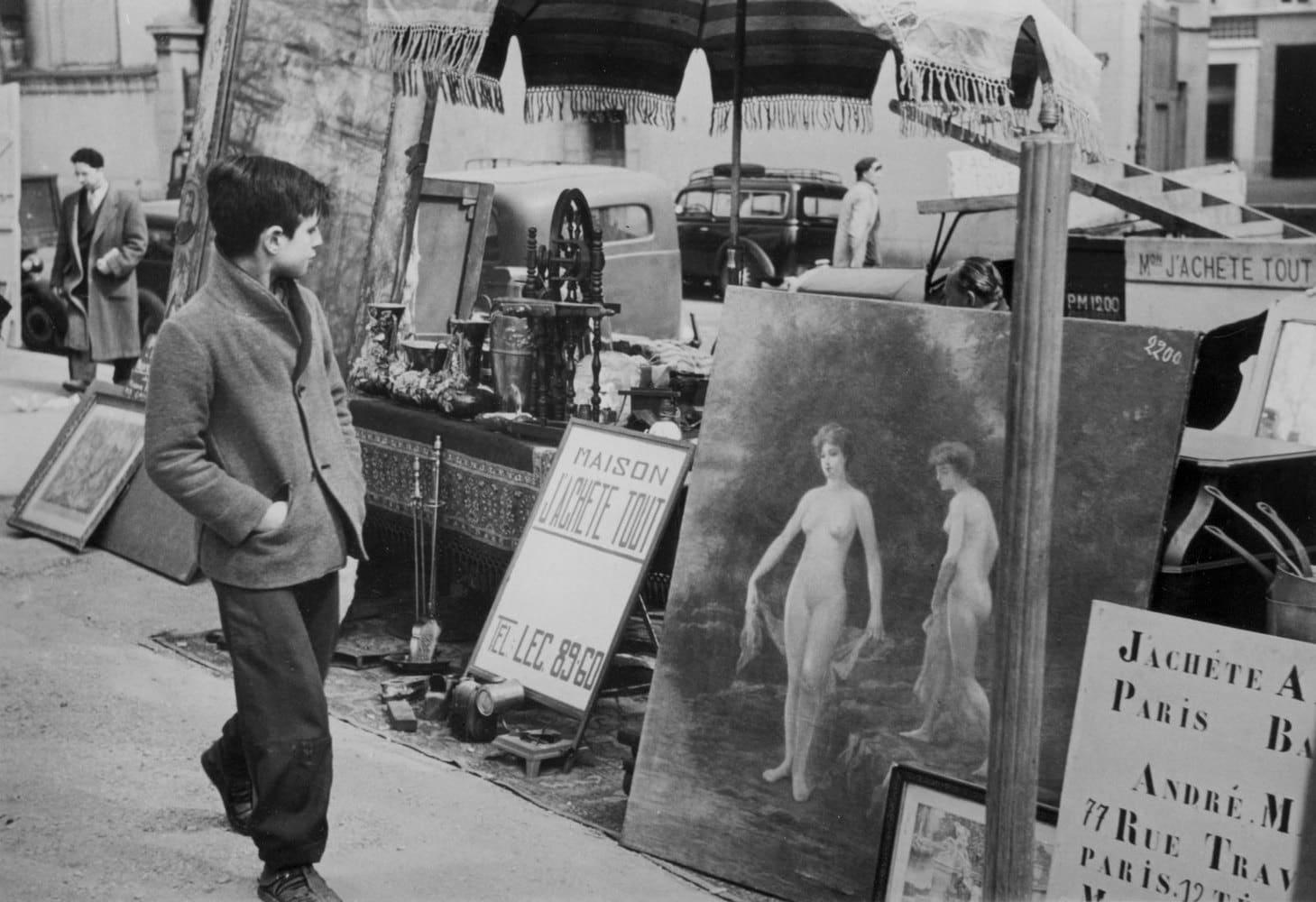 Sabine Weiss Marché aux puces, Paris Tirage gélatino-argentique postérieur 20,5 x 30 cm Dim. papier: 30 x 40 cm