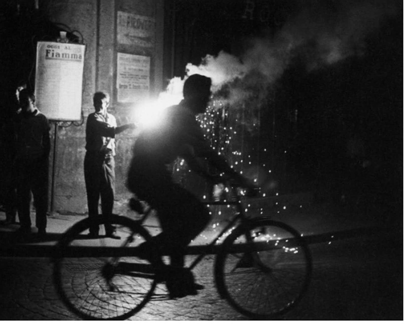 Sabine Weiss, Course à Naples, 1955