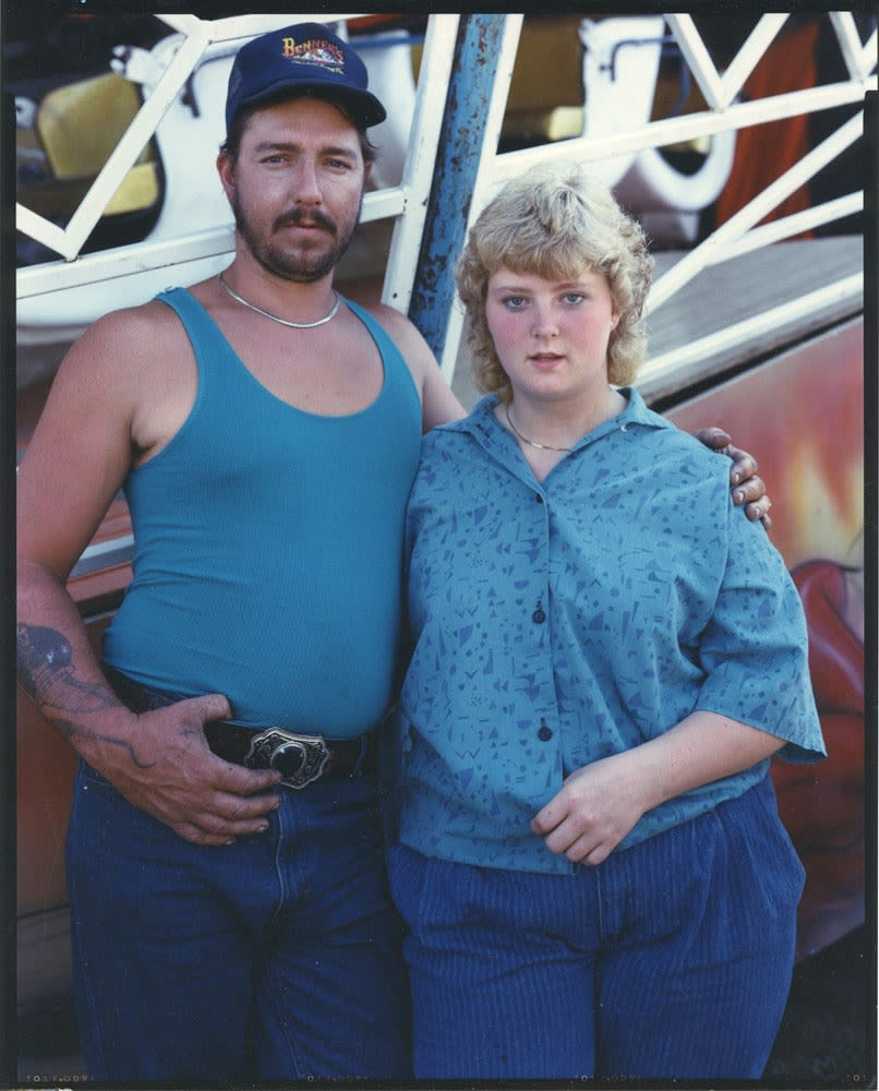 Bruce Wrighton Couple in blue, Owego fair, NY Tirage C-print d'époque 20 x 25 cm Dim. papier: 20 x 25 cm