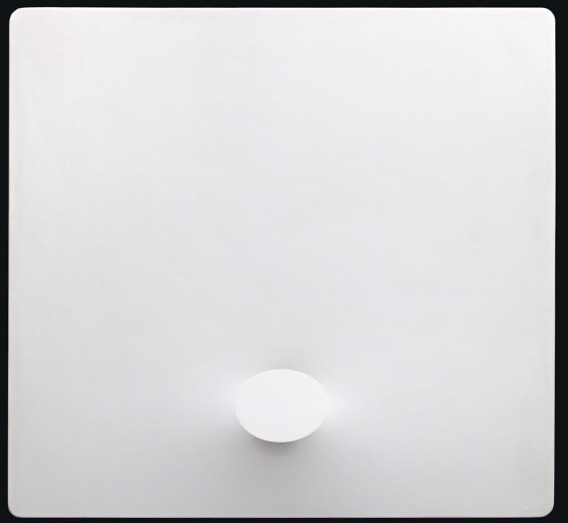 Turi Simeti Un ovale bianco (Un oval blanc) acrylique sur toile modelée 140,5 x 151 cm, 140,5 x 151 cm 55 5/16 x 59 29/64
