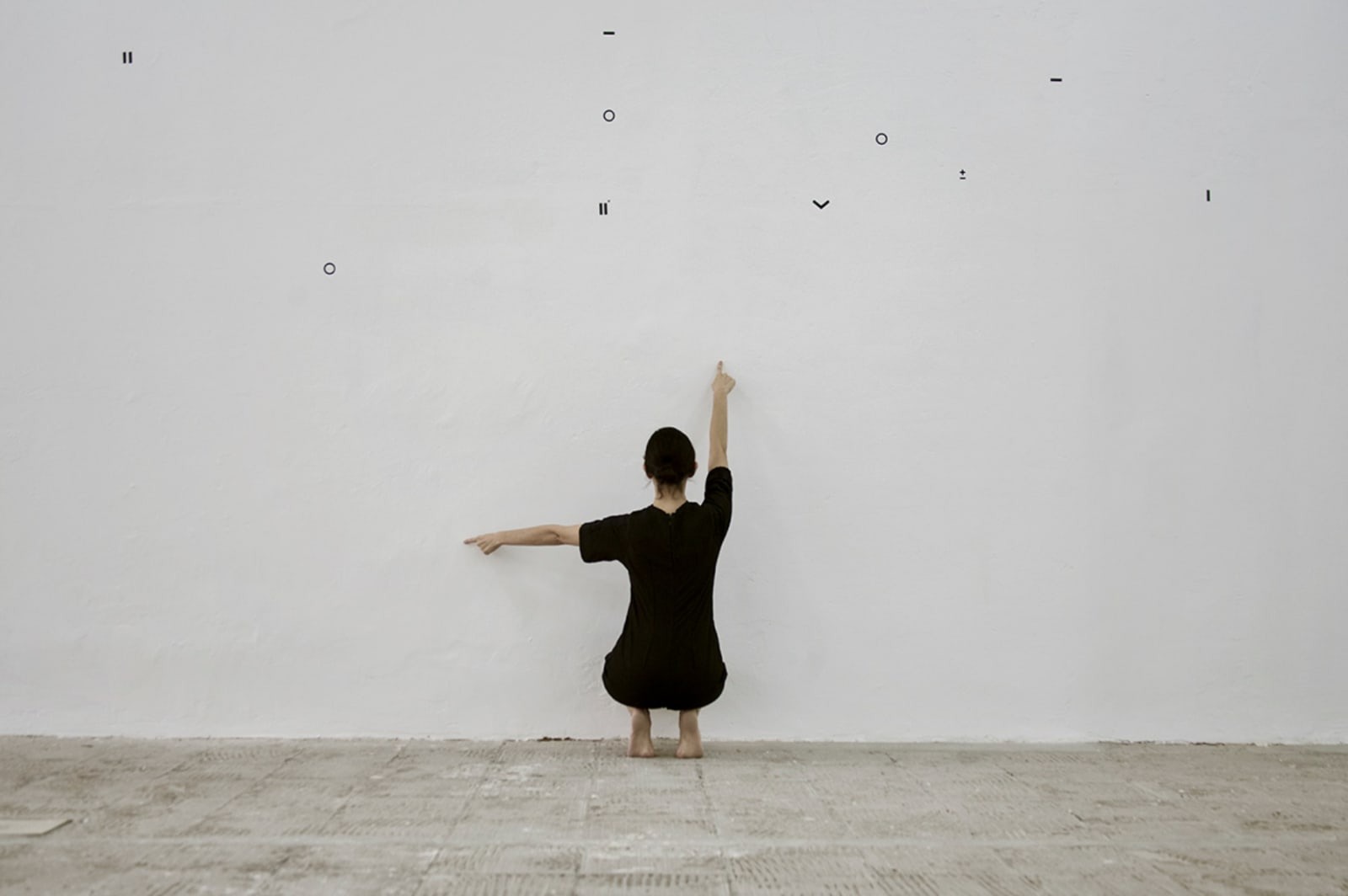 Maria Noujaim, Palindrome, 2018 performed at Galeria Jaqueline Martins, São Paulo, 2018