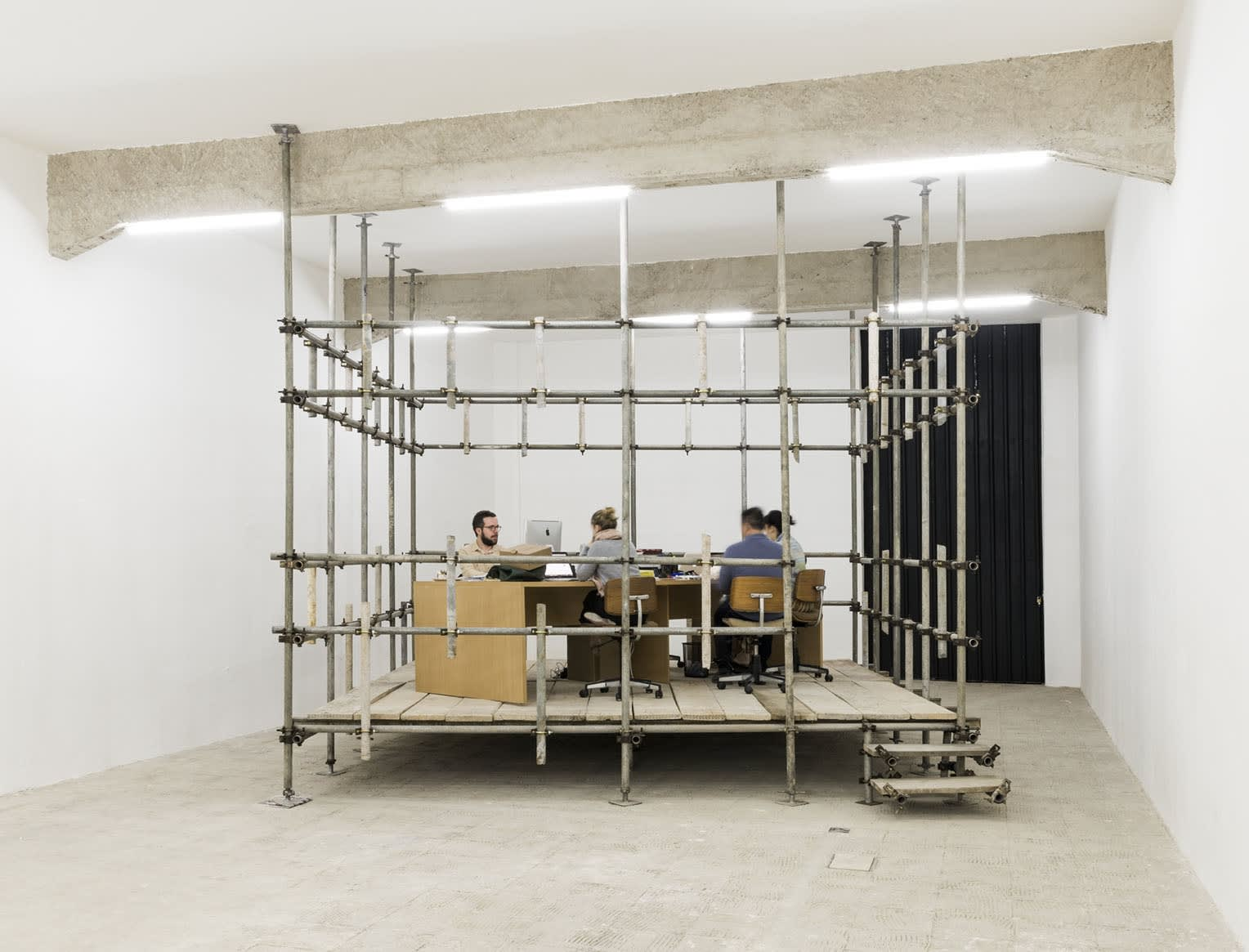 the conductive form of dominant flows exhibition view at Galeria Jaqueline Martins, São Paulo, 2017