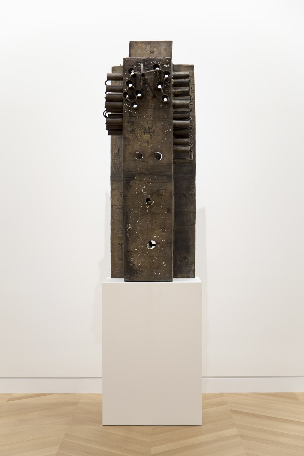 Mark Grotjahn Untitled (African, Gated Front and Back Mask) 2014 bronze 58 3/4 x 21 1/2 x 31 inches 149.2 x 54.6 x 78.7 cm