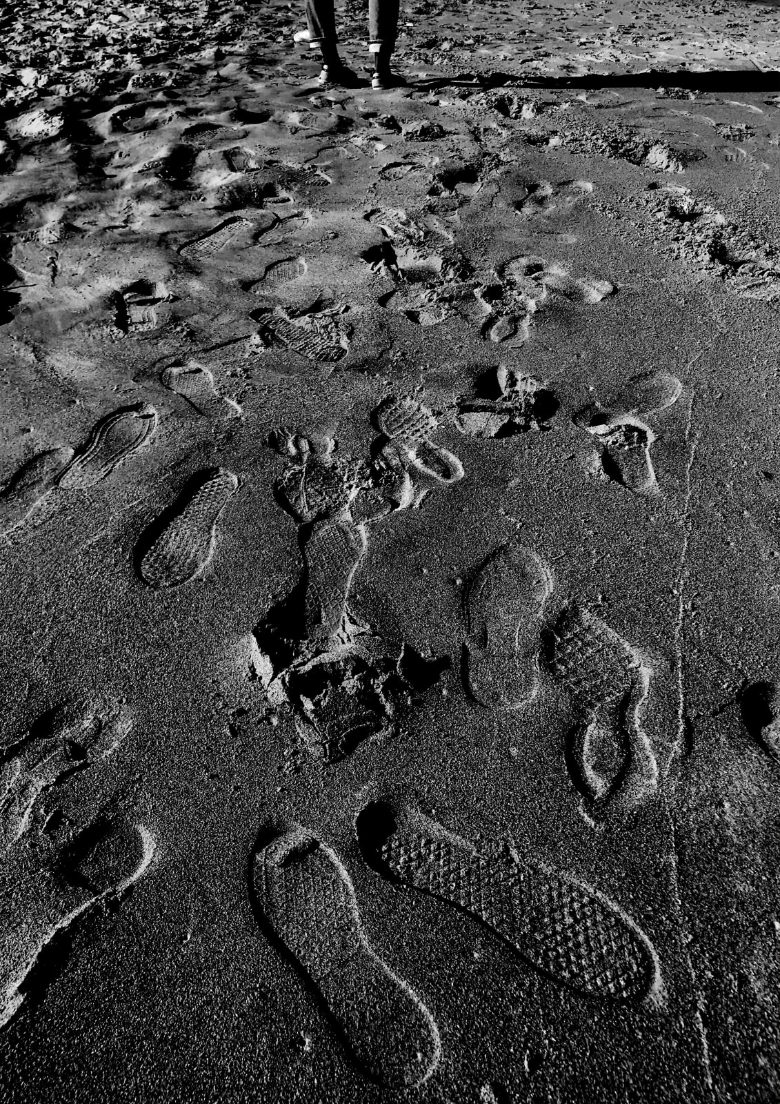 Yasmine Iddriss Footprints 42 x 59.4 cm 29.7 x 42 cm Digital print