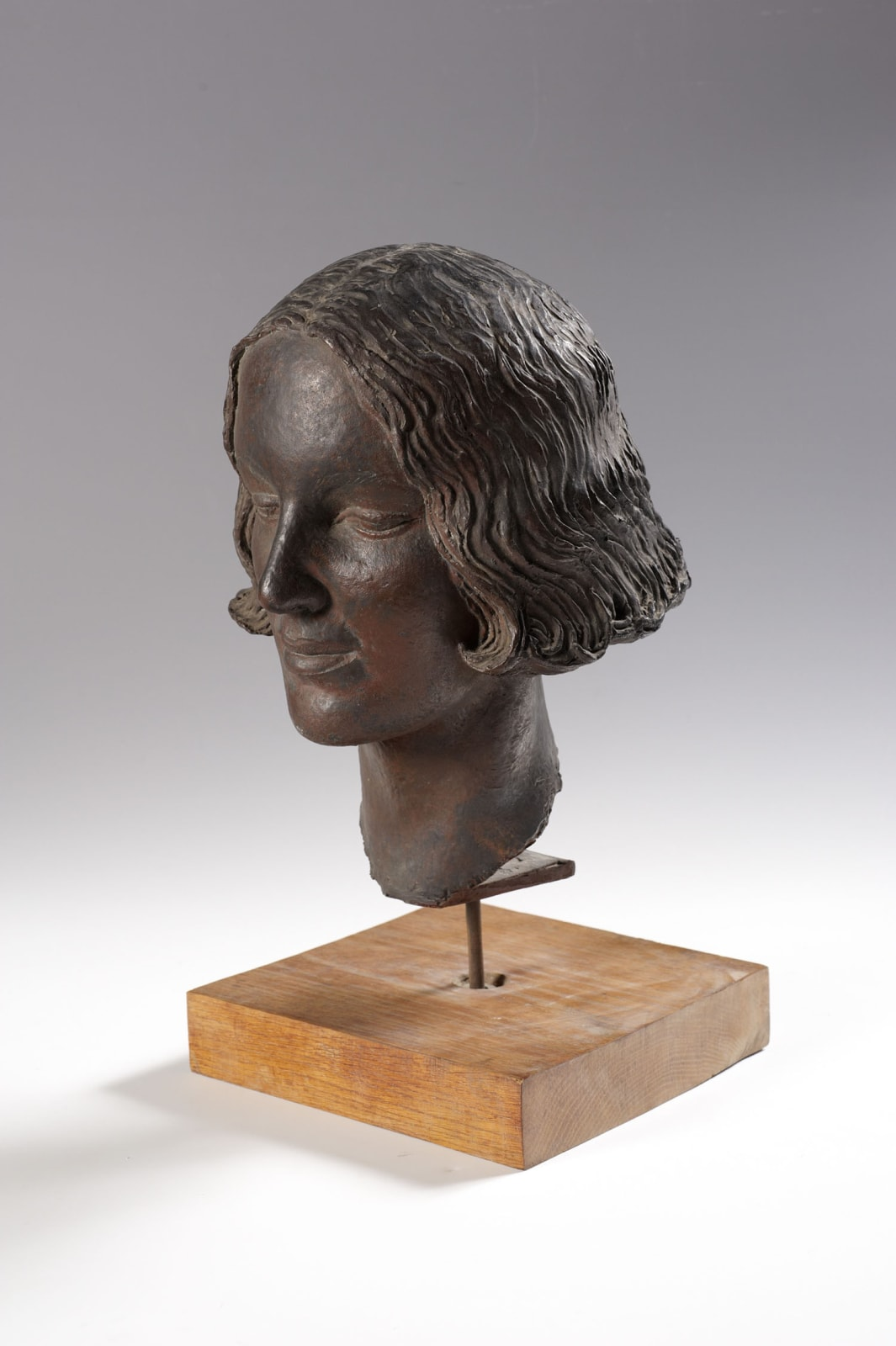 Elsa Fraenkel (1892-1975) Head of a Girl c.1938 Bronze, wooden base 30 x 22 x 23 cm Ben Uri Collection © Elsa Fraenkel estate To see and discover more about this artist click here