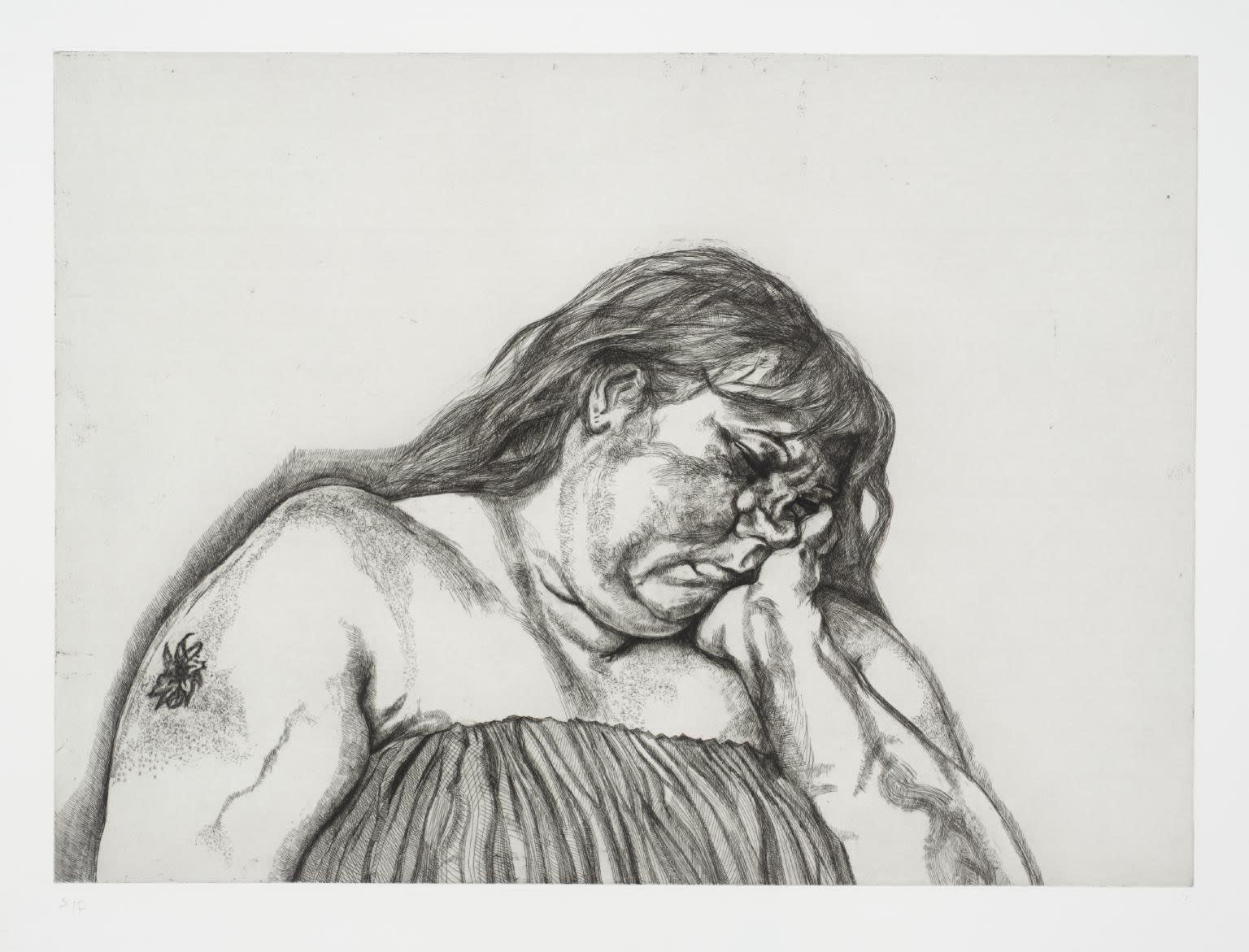 Lucian Freud (1922-2011) Woman with an Arm Tattoo 1996 Etching, unique work given to the sitter by the artist Private Collection © Lucian Freud estate To see and discover more about this artist click here