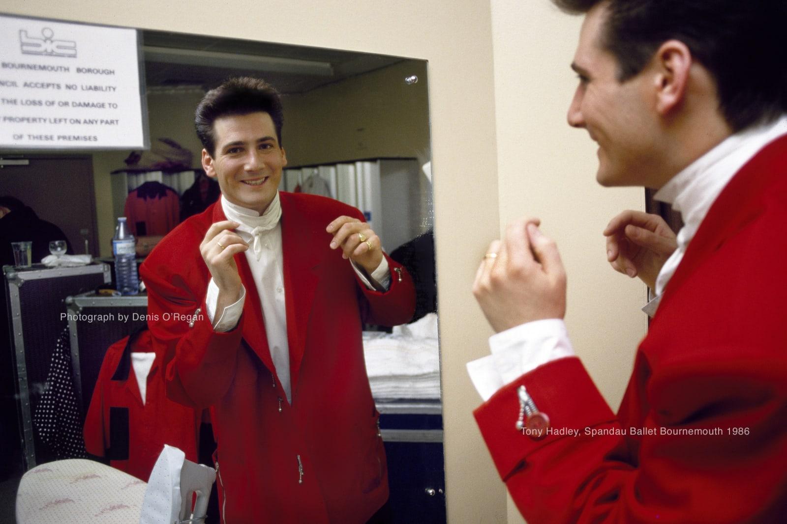 SPANDAU BALLET, Tony Hadley backstage Bournemouth, 1986