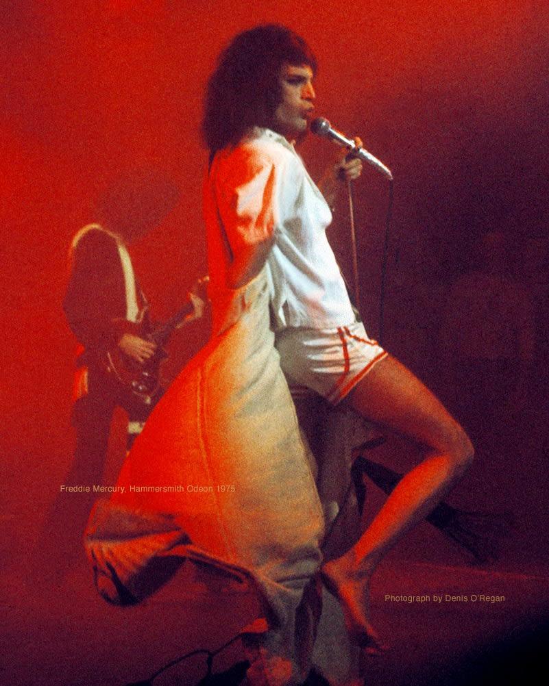 QUEEN, Freddie Mercury Hammersmith, 1975