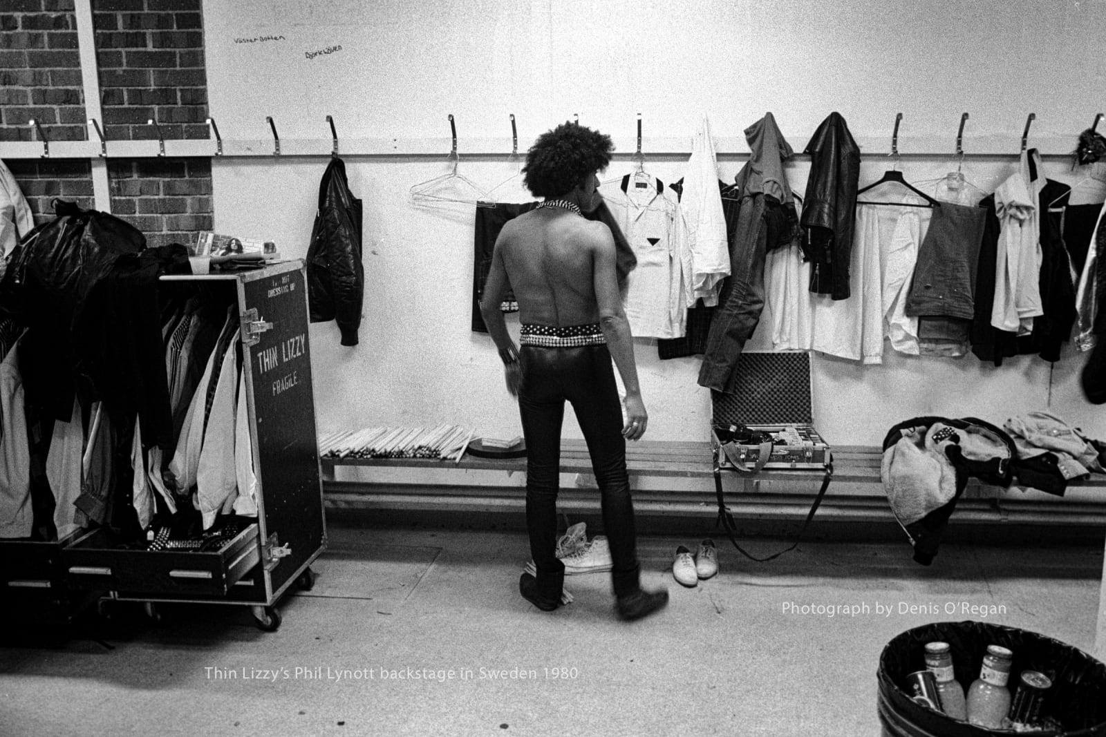 THIN LIZZY, Philip Lynott backstage Sweden, 1981