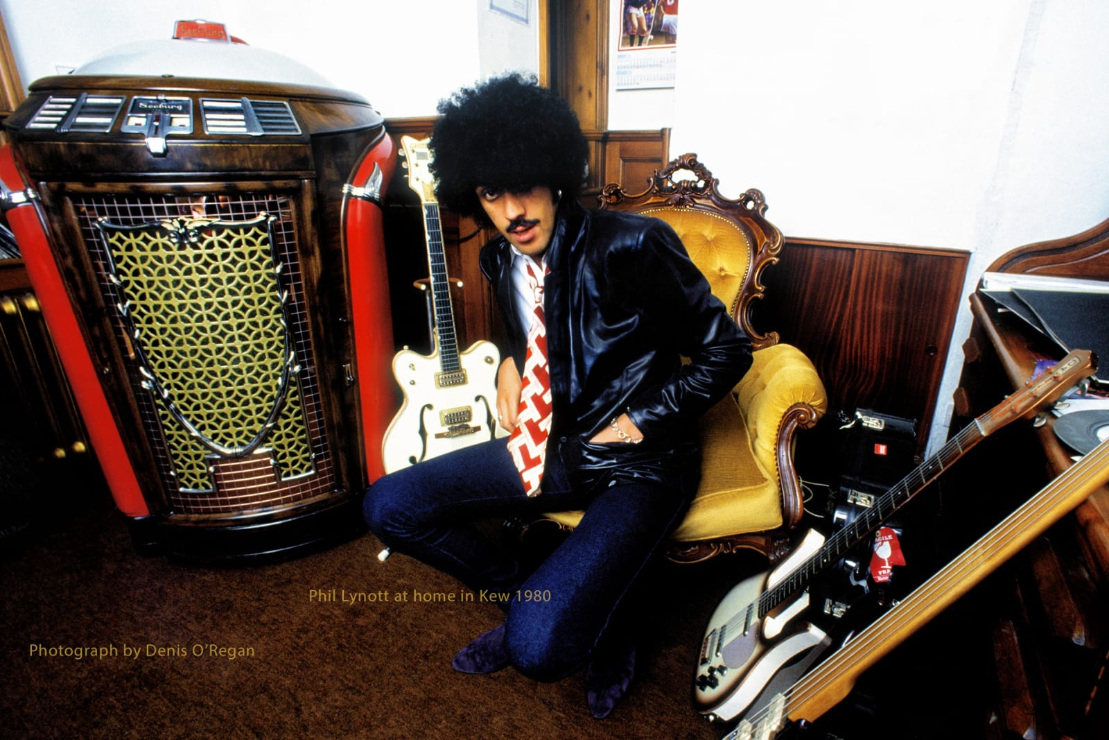 THIN LIZZY, Phil Lynott at home in Kew, 1980