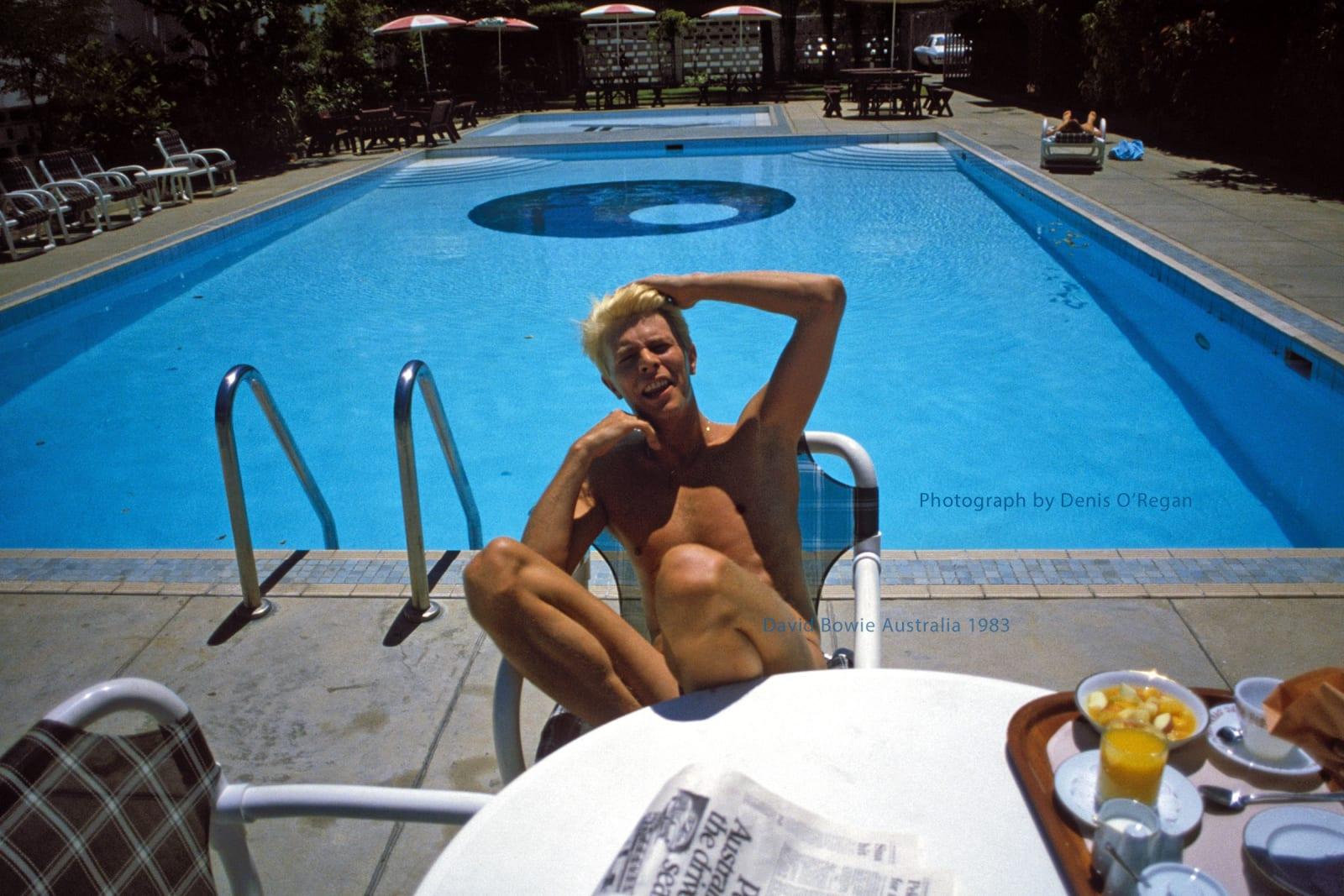 DAVID BOWIE, David Bowie, hotel pool Sydney, 1983