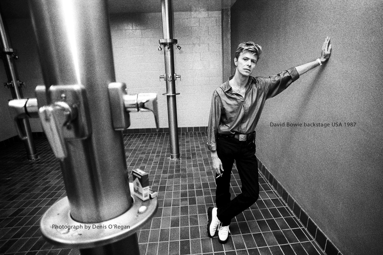 DAVID BOWIE, David Bowie Backstage Shower, 1987