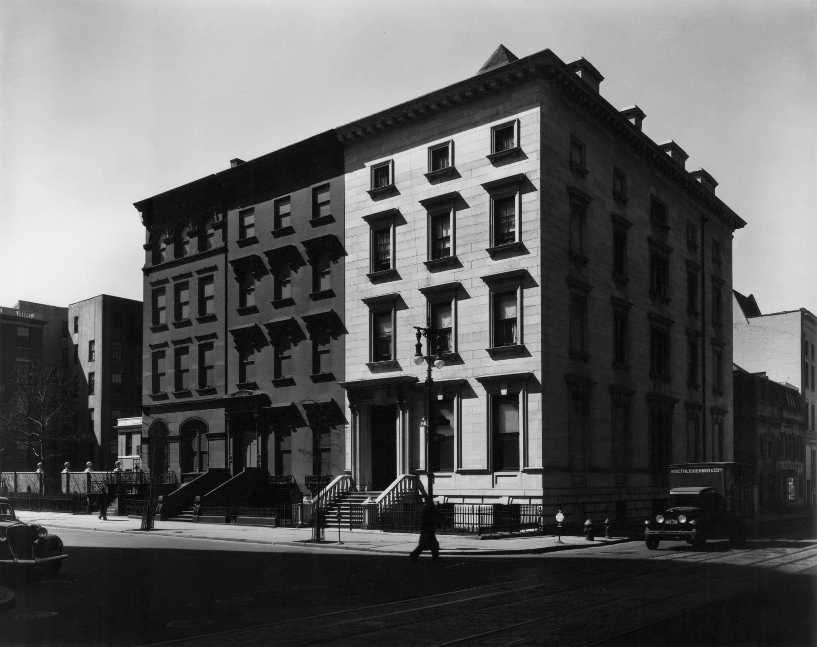 Berenice Abbott - 5th Avenue at 8th Street, Manhattan, March 20, 1936