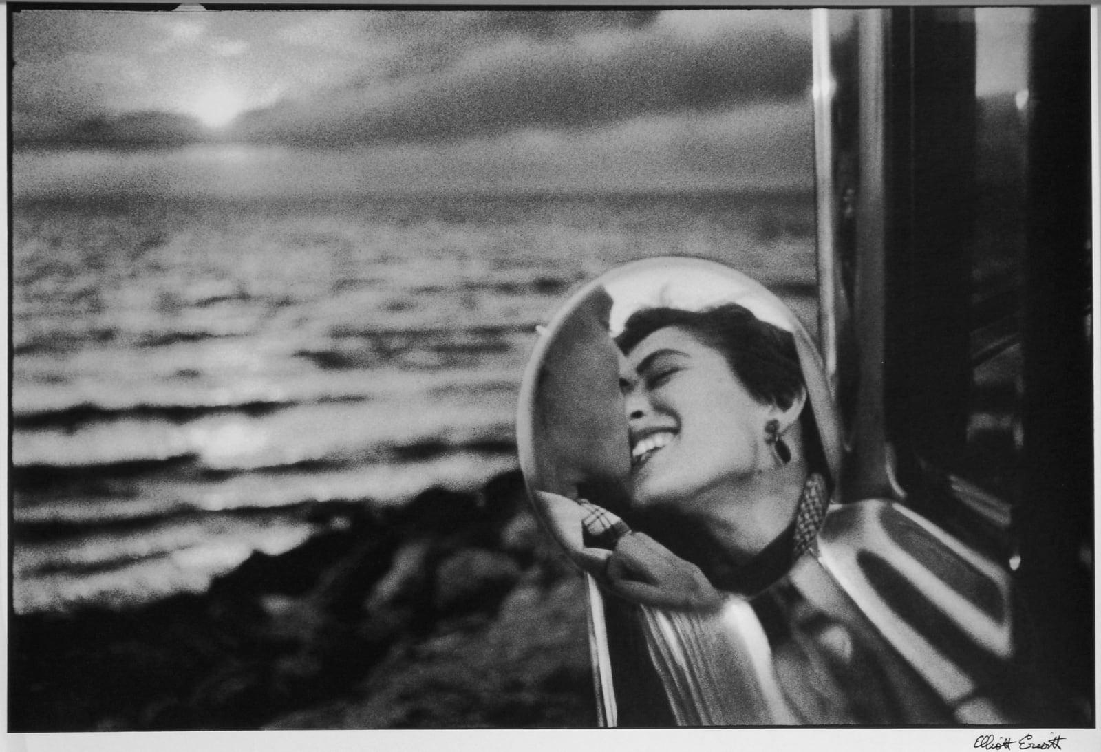 Elliott Erwitt - Santa Monica, California (California Kiss), 1955