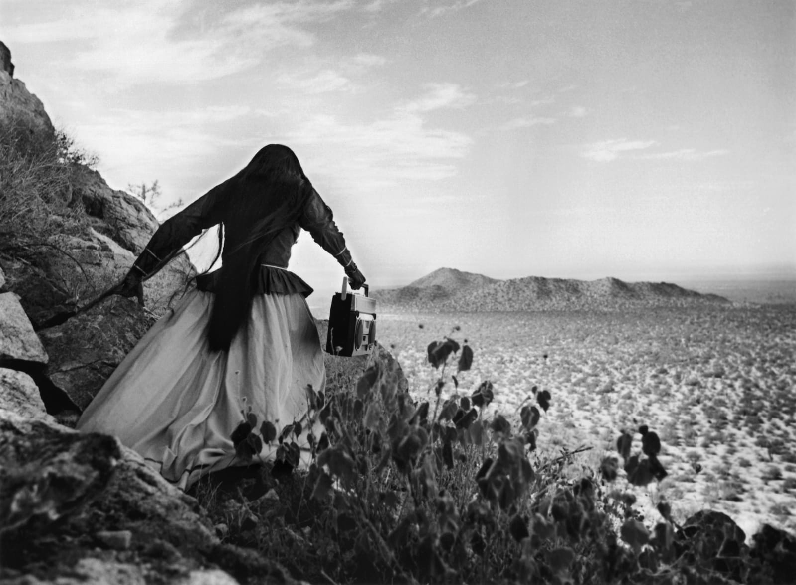 Graciela Iturbide - Mujer ángel, Desierto de Sonora, México, 1979