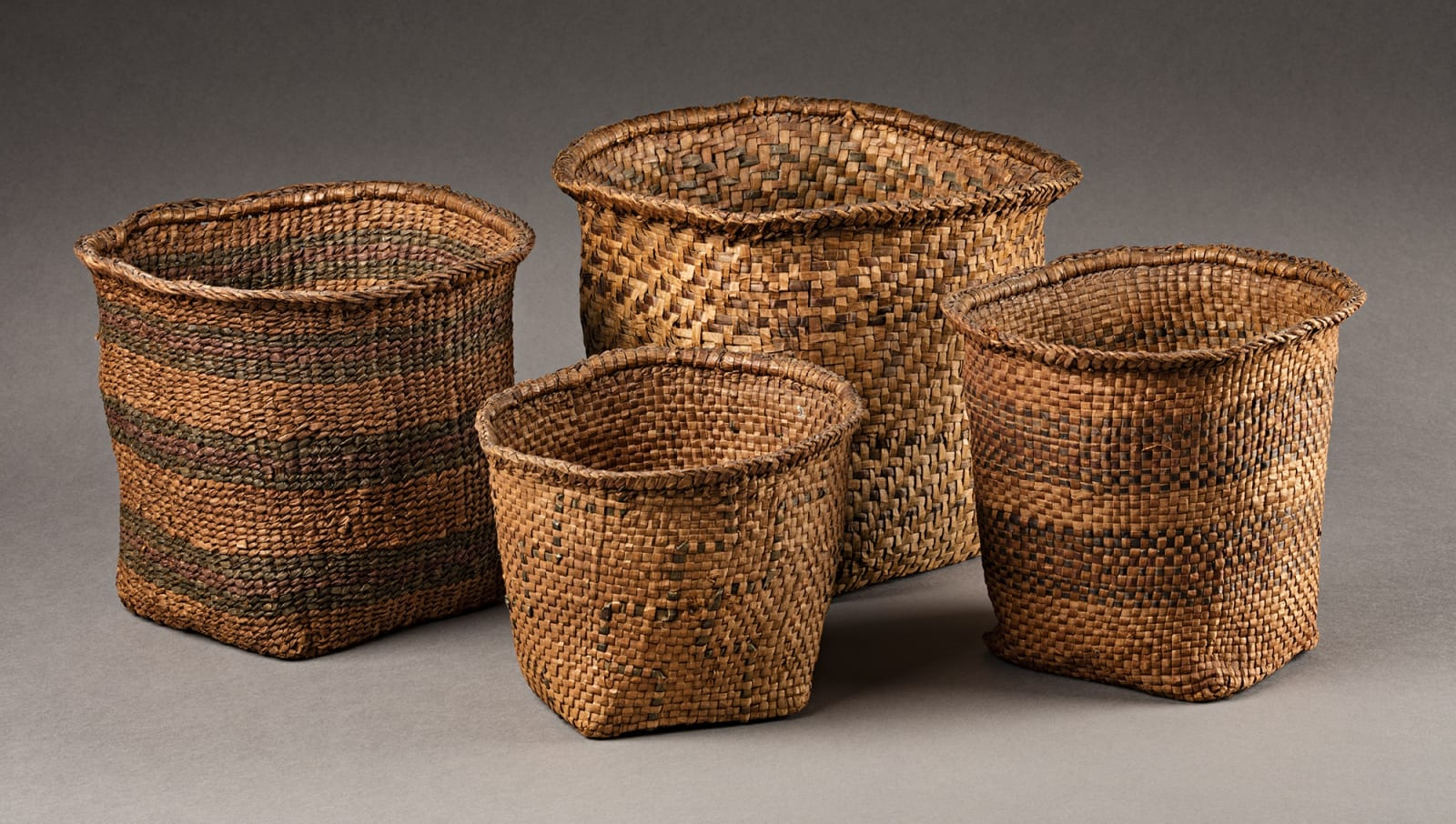Lot 77 UNIDENTIFIED MAKER, COAST TSIMSHIAN Nesting Baskets, mid-late 19th century red cedar bark and dye, largest: 7 x 8.75 x 8.5 in (17.8 x 22.2 x 21.6 cm), smallest: 4.75 x 6.25 x 6 in (12.1 x 15.9 x 15.2 cm) Estimate: $1,200⁠⁠⁠— $1,800
