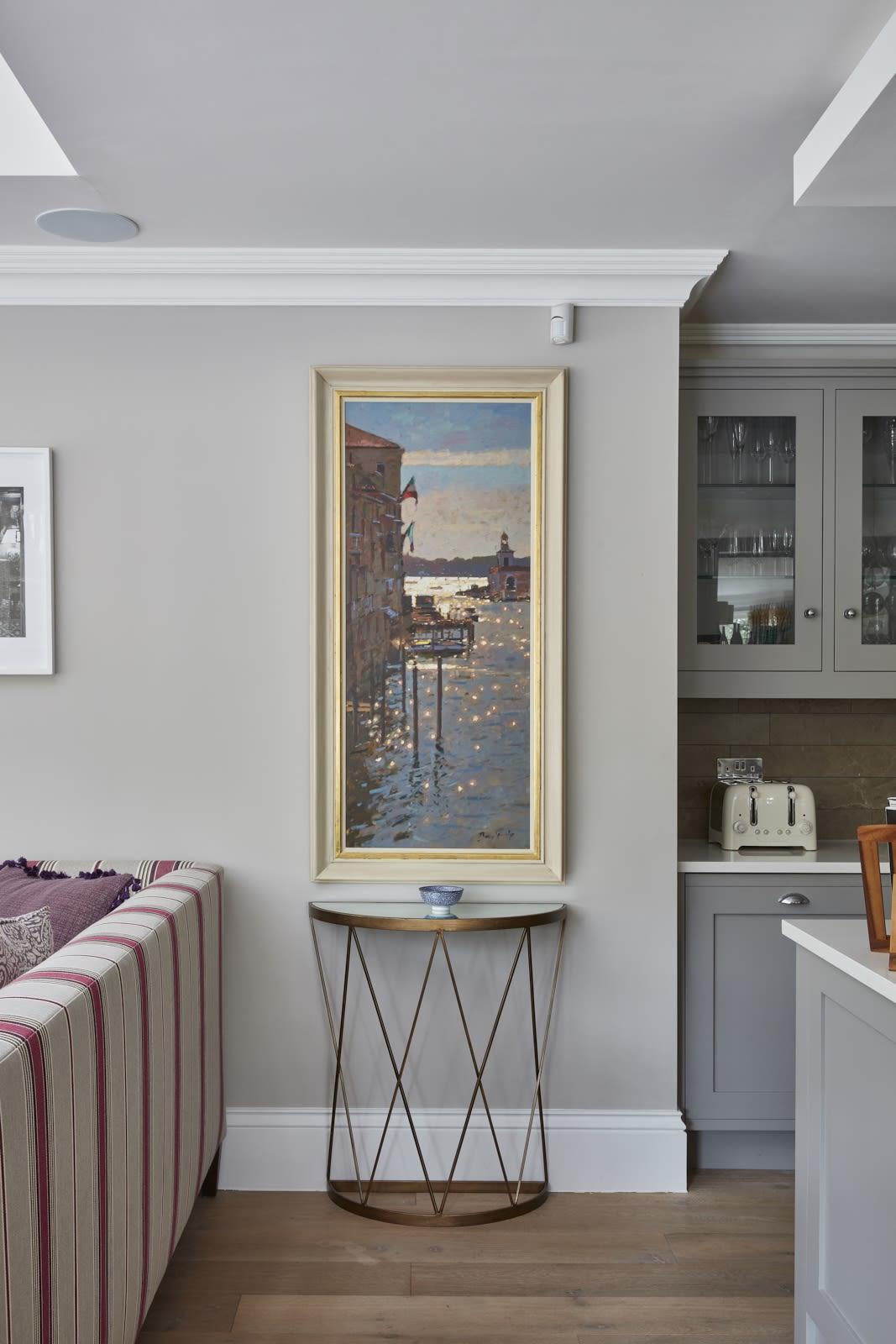 A stunning Bruce Yardley original painting chosen to compliment the portrait vignette