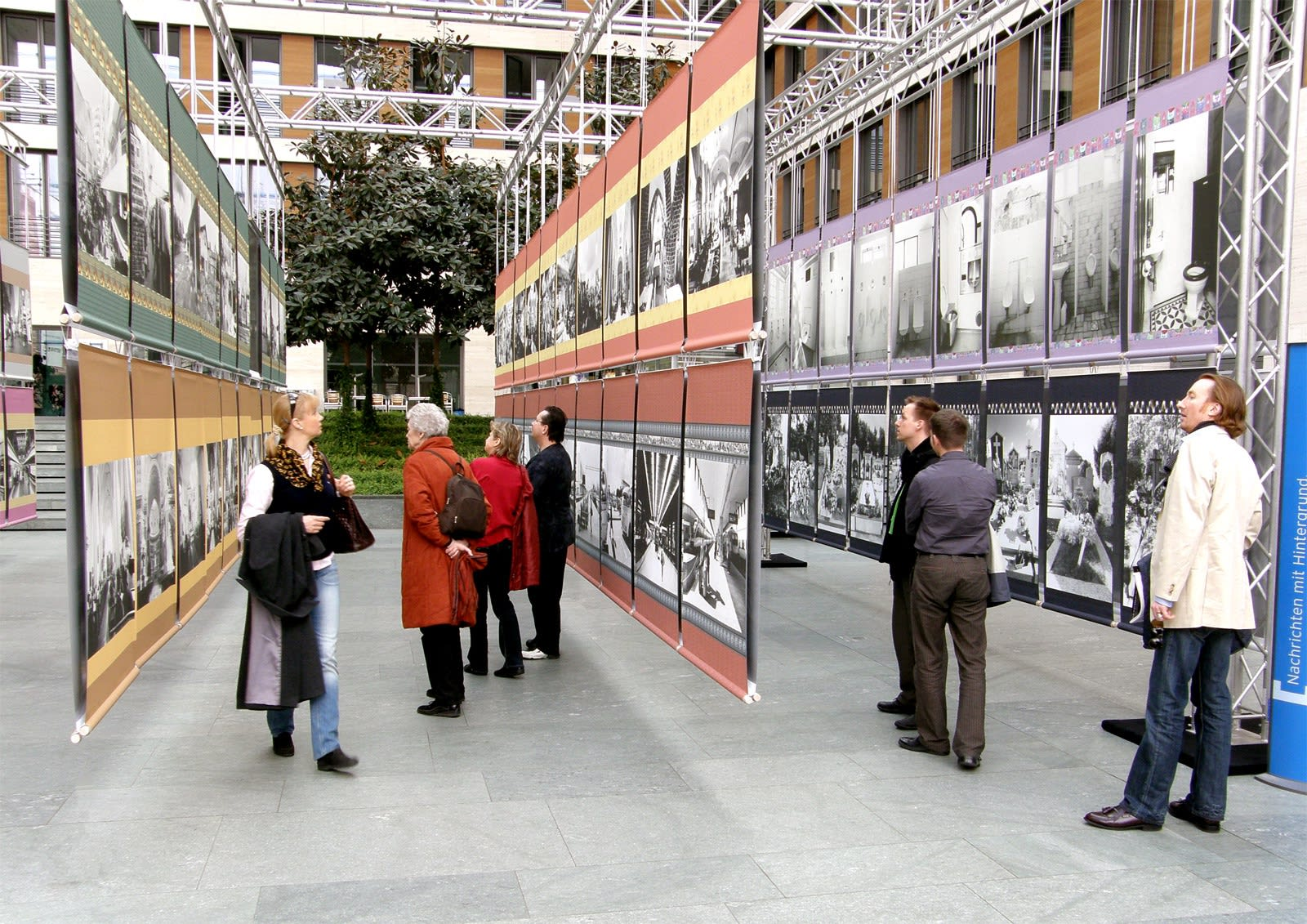 X Capitals Europe Exhibition in the atrium of the Federal Foreign Offiece Berlin. 210 scrol pictures in 21 motives of 10 european cities.