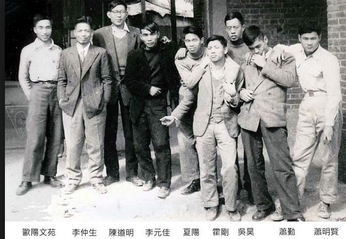 Members of the Ton-Fan Art Group with Li Chun-shan (From the left: Ouyang Wen-yuan, Li Chun-shan, Chen Tao-ming, Li Yuan-chia, Hsia Yan, Ho Kan, Wu Hao, Hsiao Chin, and Hsiao Ming-hsien) 東方畫會成員與李仲生老師 (由左至右分別為:歐陽文苑、李仲生、陳道明、李元佳、夏陽、霍剛、吳昊、蕭勤、蕭明賢)