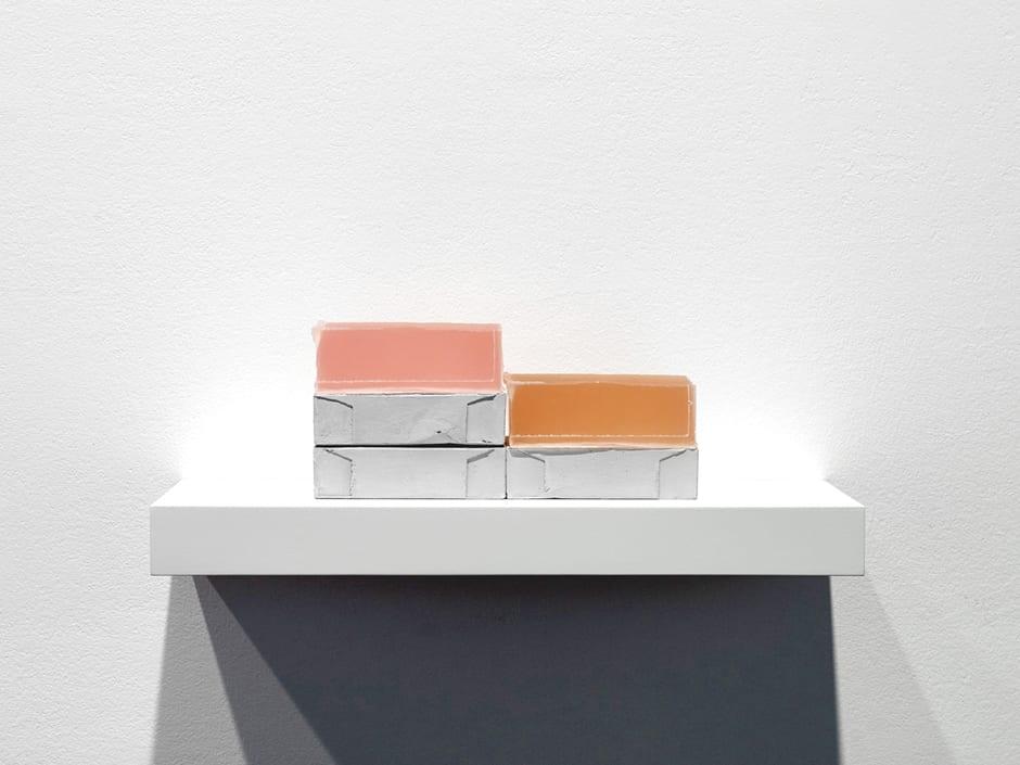Rachel Whiteread Step, 2007-08 plaster, pigment, resin, wood and metal (five units, one shelf) 14 x 40 x 20 cm
