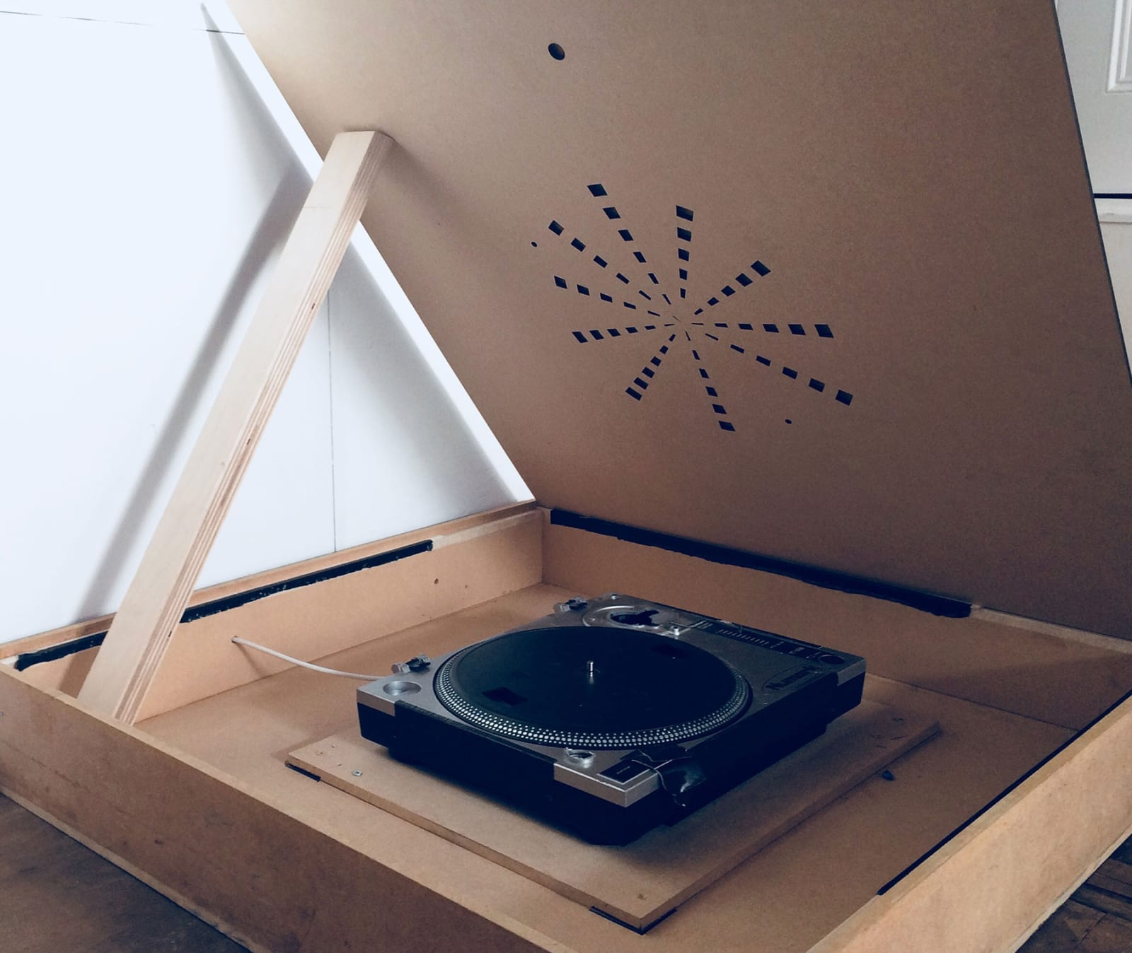 Appartus for Light Rings made with record player