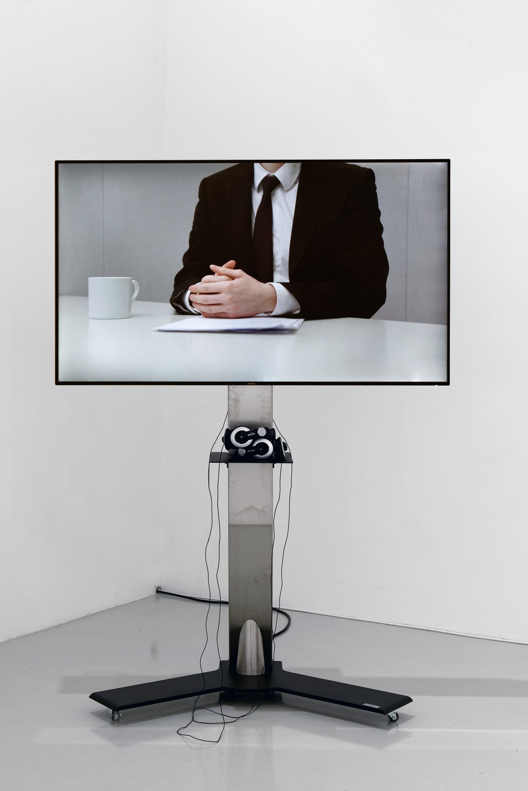 Cally Spooner, Off Camera Dialogue, 2014, Three channel HD video, Duration: 6min. Courtesy: Collection Frac Franche-Comté © Cally Spooner, credit photo Blaise Adilon