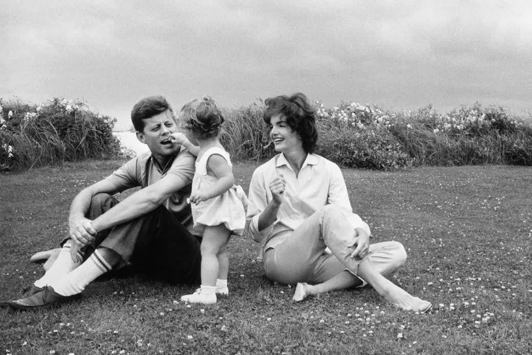 Mark Shaw, John F. Kennedy with Jackie and Caroline, Hyannis Port, 1959
