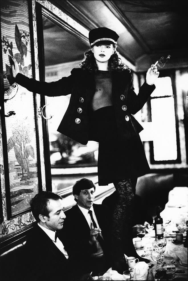Arthur Elgort, Kate Moss at Brasserie Lipp, Paris, Vogue Italia, 1994