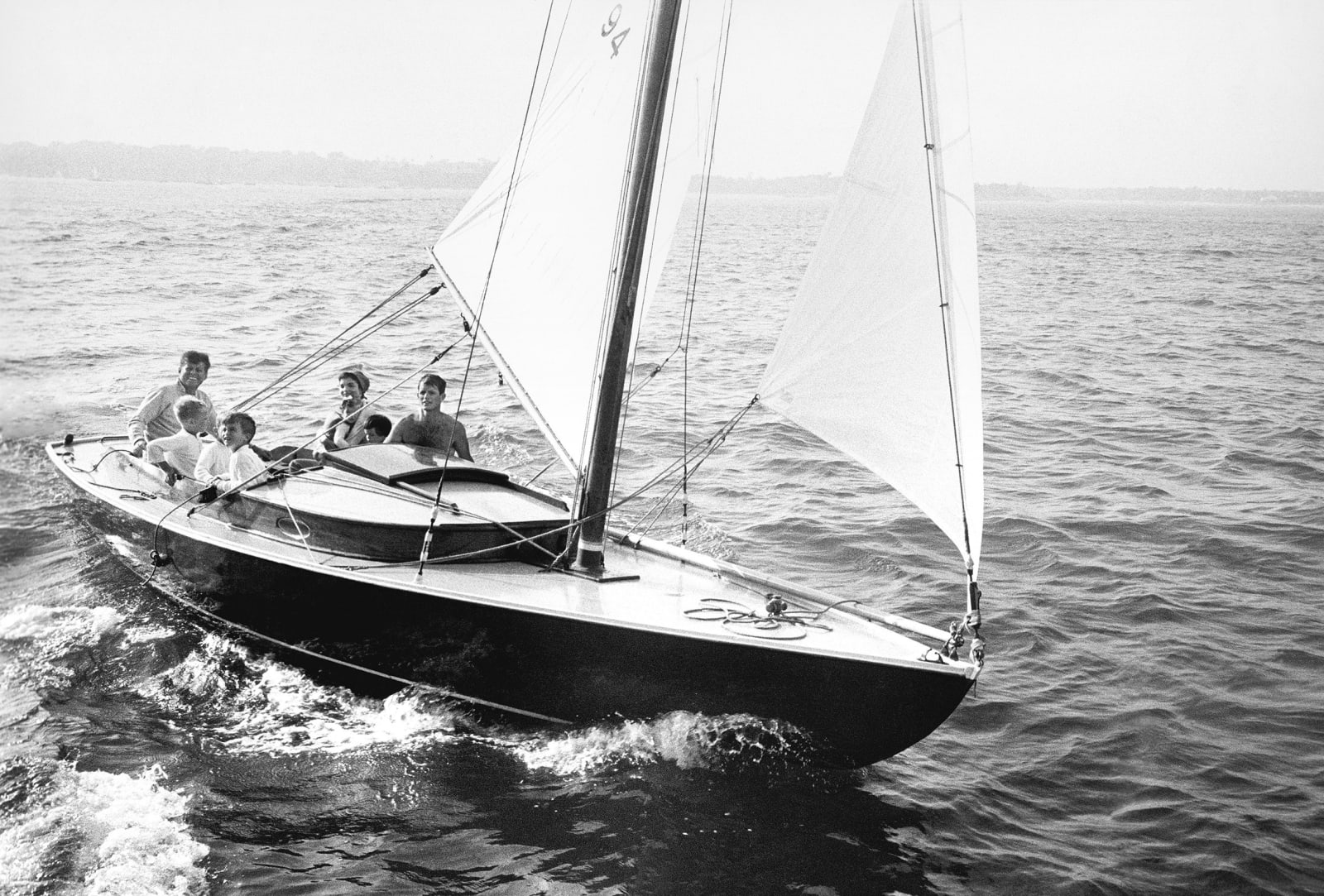Mark Shaw, Kennedy family sailing on Nantucket Sound, 1959