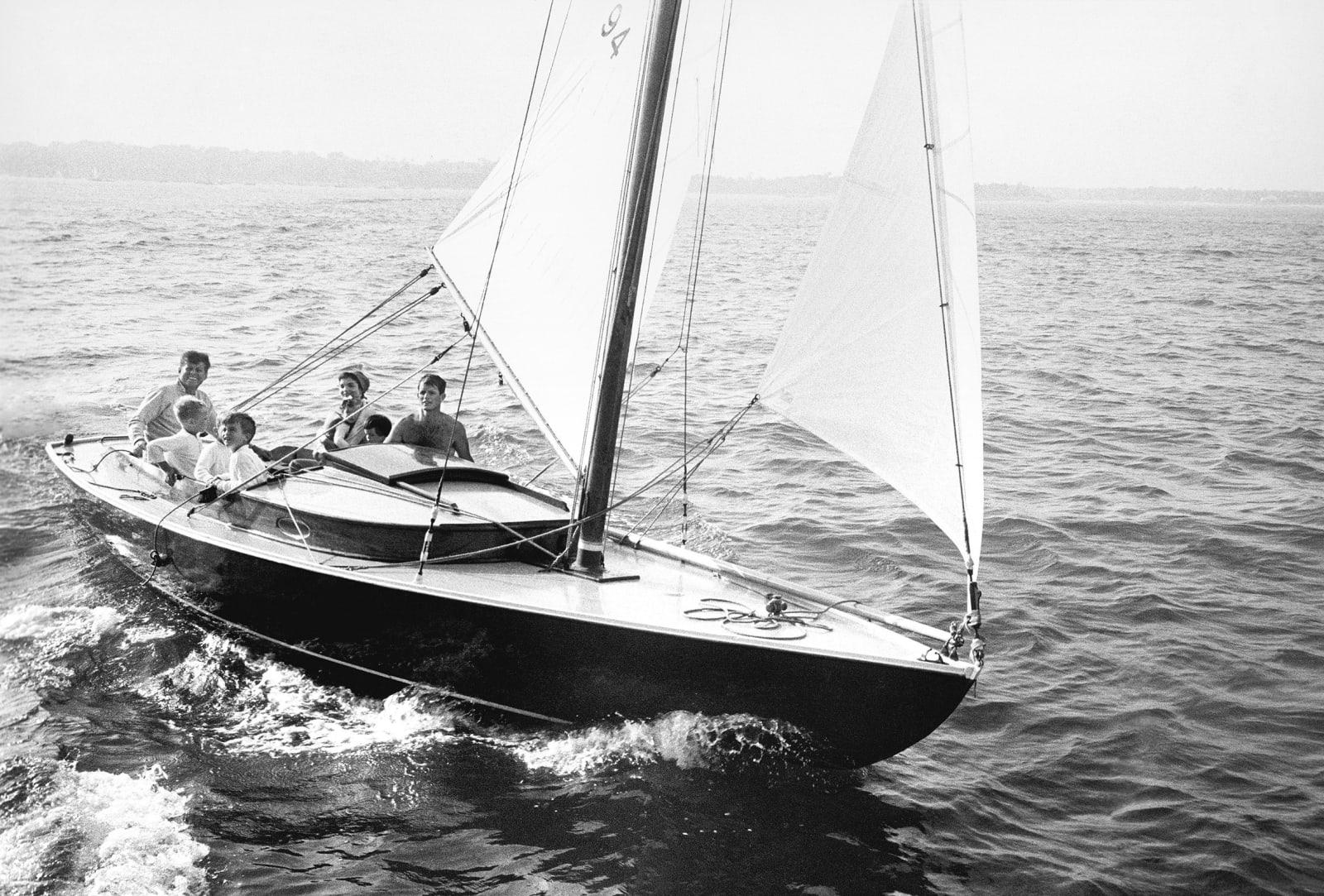 Mark Shaw, Kennedy family sailing on Nantucket Sound, 1959