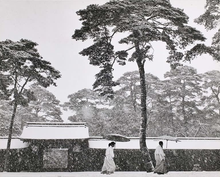 Werner Bischof, In the Court of the Meiji Temple, Tokyo, Japan, 1952