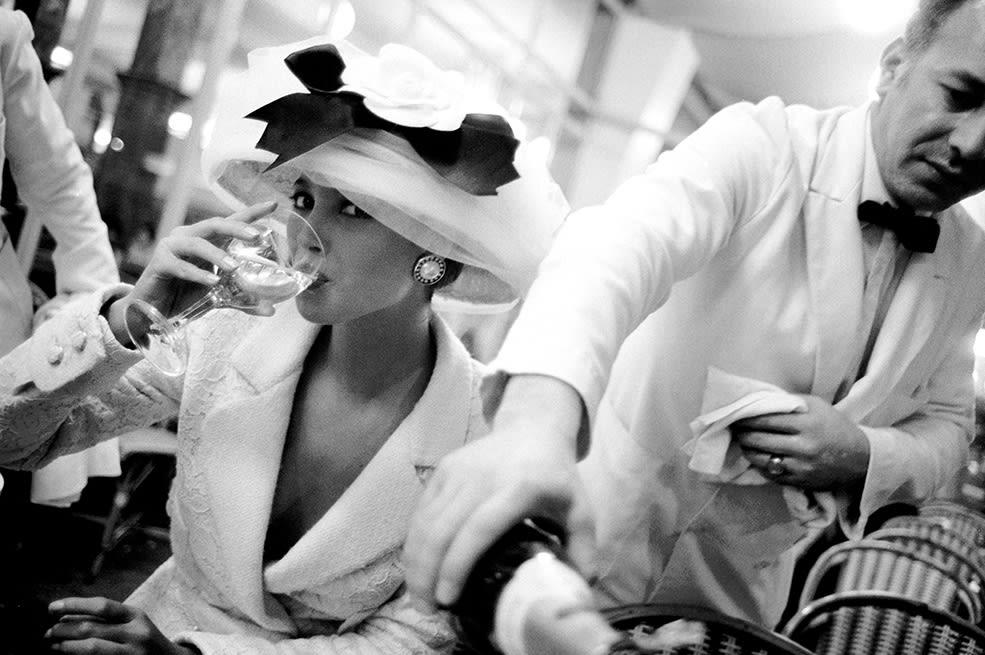 Arthur Elgort, Christy Turlington, La Coupole, Paris, British Vogue, 1988