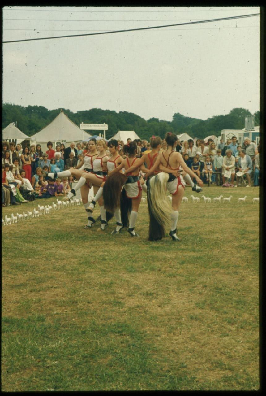 Rose ENGLISH Quadrille (1975/2012) Performance
