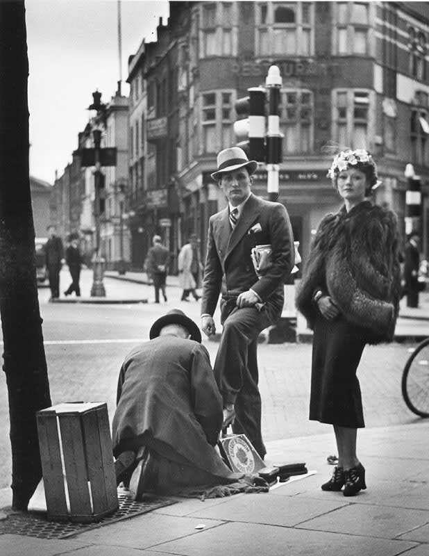 Charing Cross Road (shoe shine), 1936