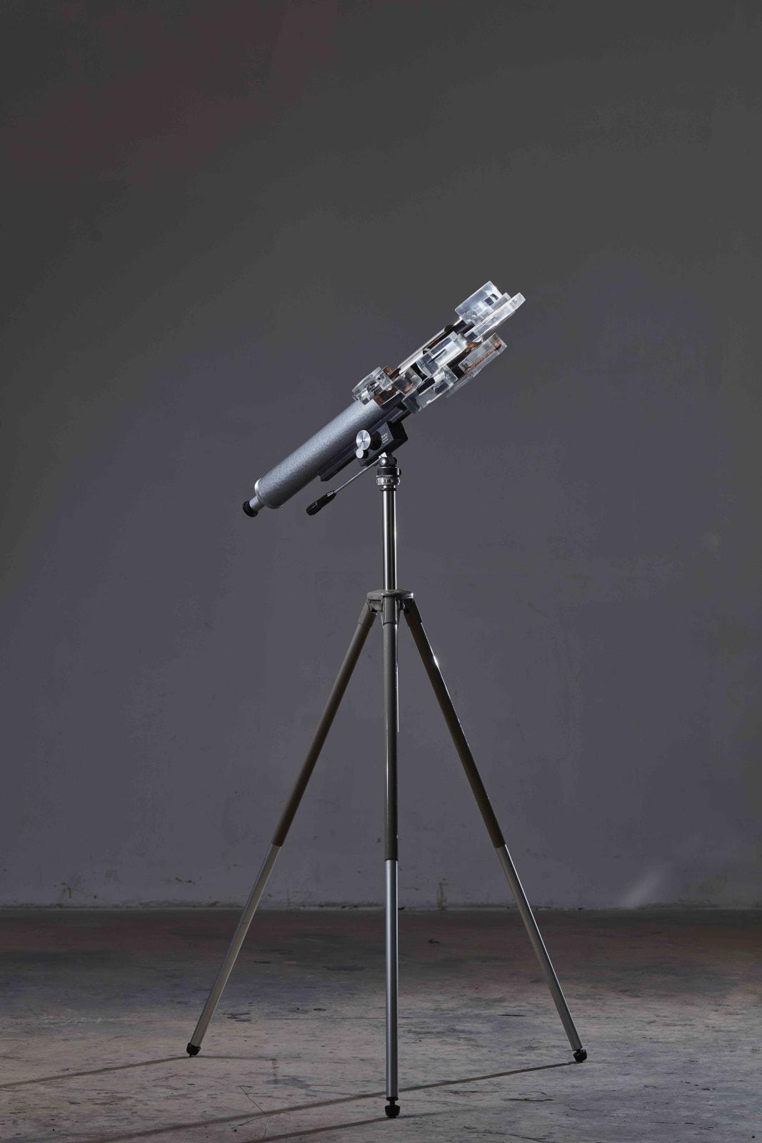 Richard Weisner, I wanted to see it, 2017, telescope, polished resin, cm 80 x 30 x 30, tripod cm 50 x 50 x 70