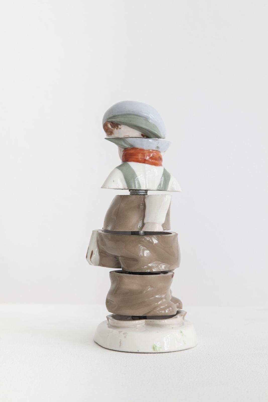 Pavla Scerankova, Uncertain observer, 2015, kinetic object, ceramics, steel, 16 x 8 x 7 cm