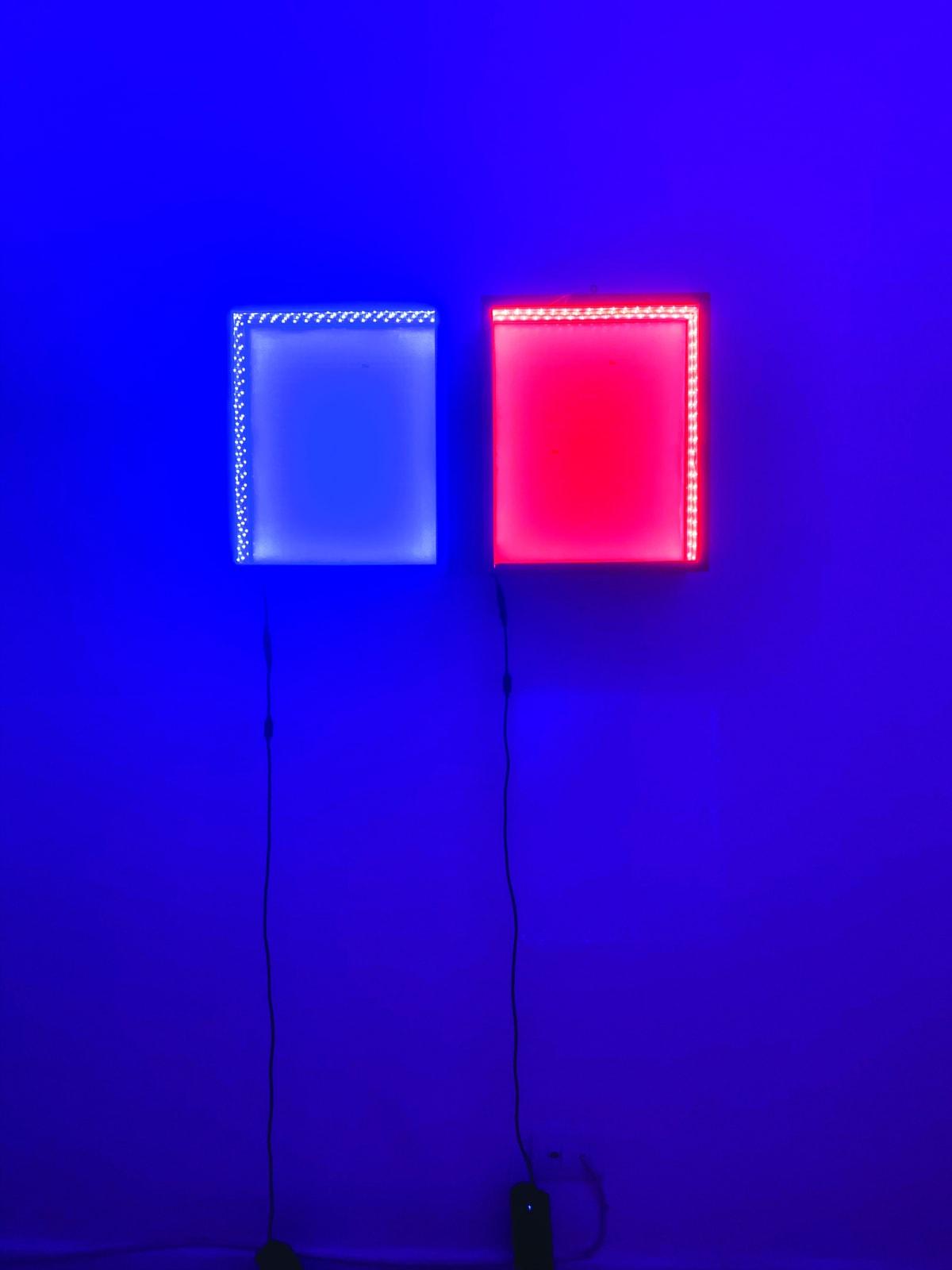 Ana Andreiolo Cromoterapia (2019) madeira, impressão, acrílico, luz 31,5 x 38 x 15 cm